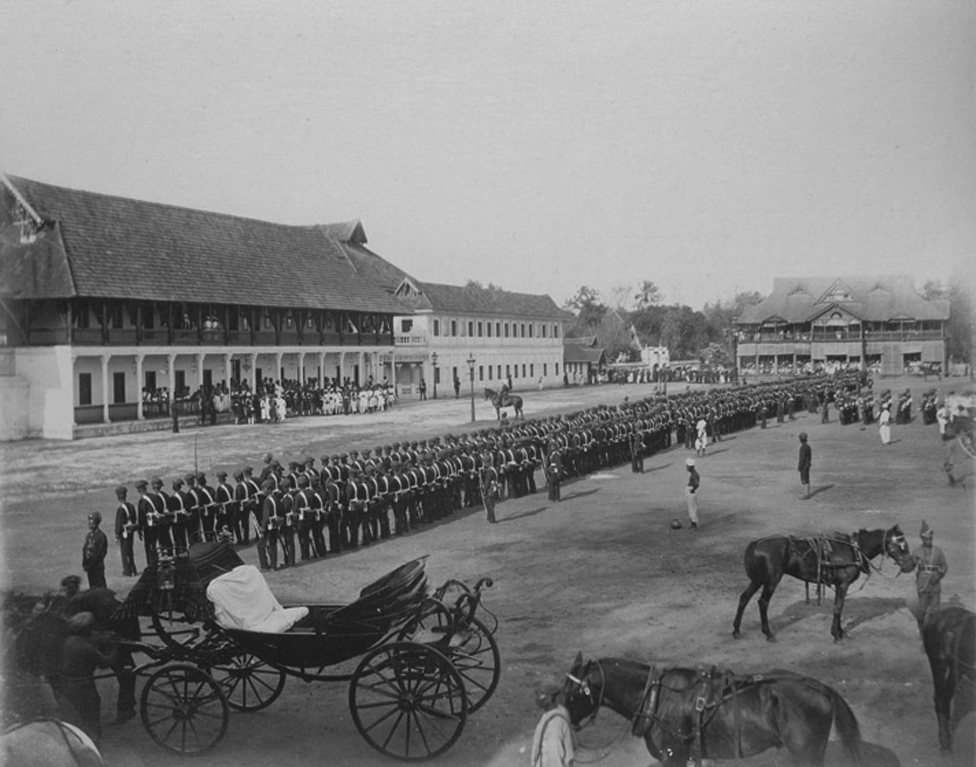 http://upload.wikimedia.org/wikipedia/commons/e/e4/Adoption_Durbar%2C_Trivandrum.jpg