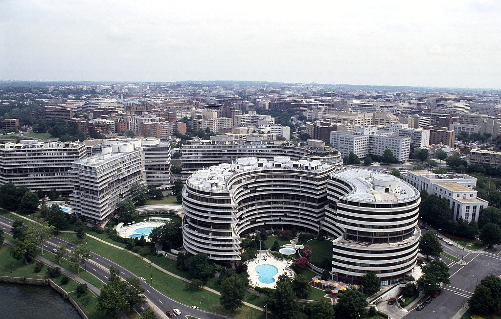 an overview of the infamous watergate scandal in the us The watergate scandal got its name from the watergate office complex in washington, dc this large office building was the home of the democratic national committee (dnc) headquarters, and the site of the break-in that began the largest scandal in american politics.