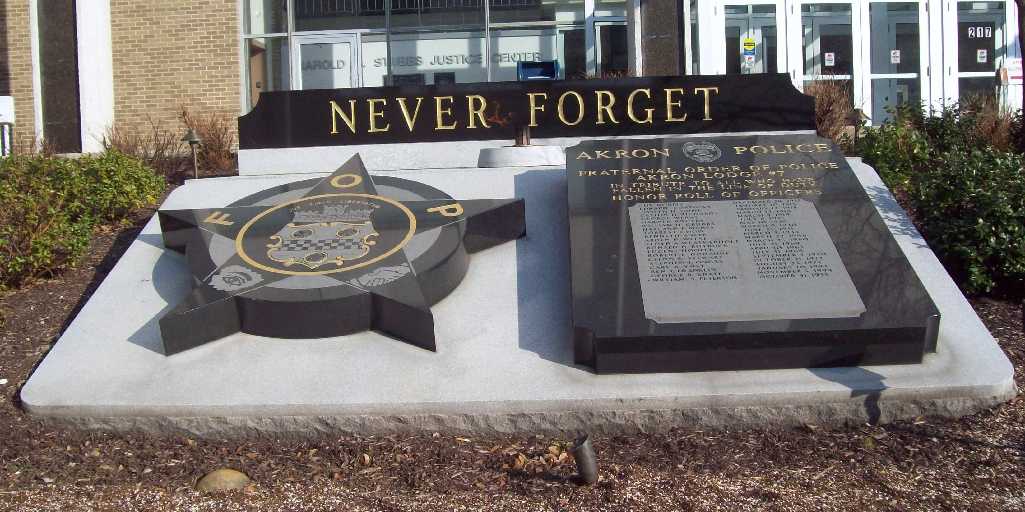 https://upload.wikimedia.org/wikipedia/commons/e/e4/Akron_Police_Memorial.jpg