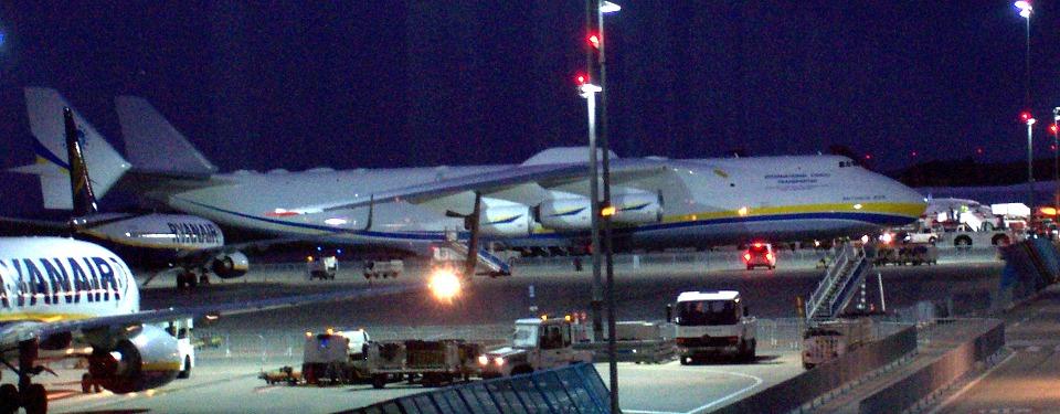 AN-225 op Hahn.jpg