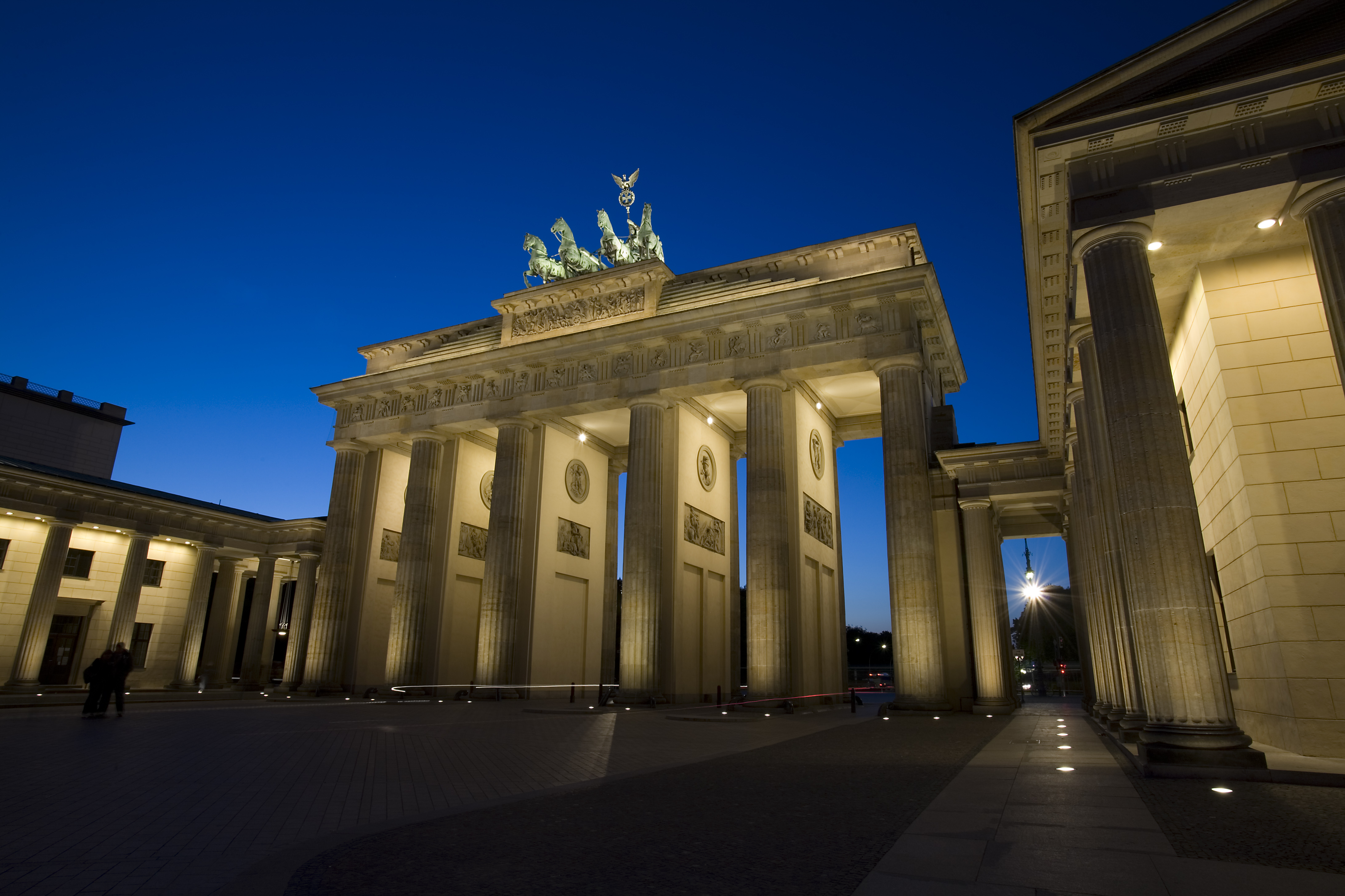 brandenburg gate at night - photo #42