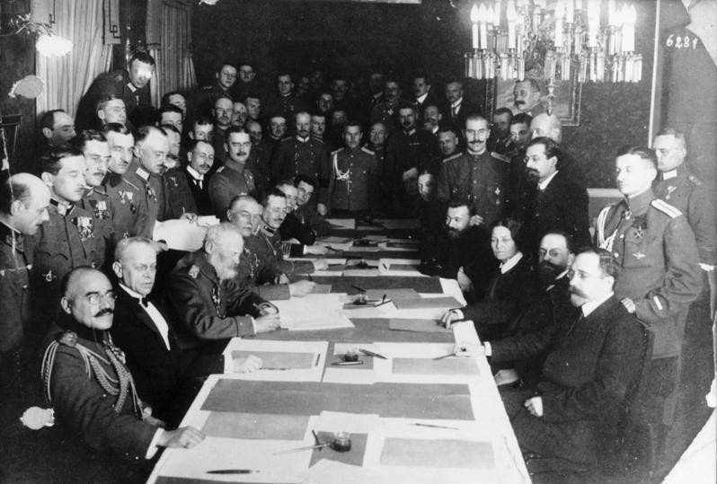 Fichier:Bundesarchiv Bild 183-R92623, Brest-Litowsk, Waffenstillstandsabkommen.jpg