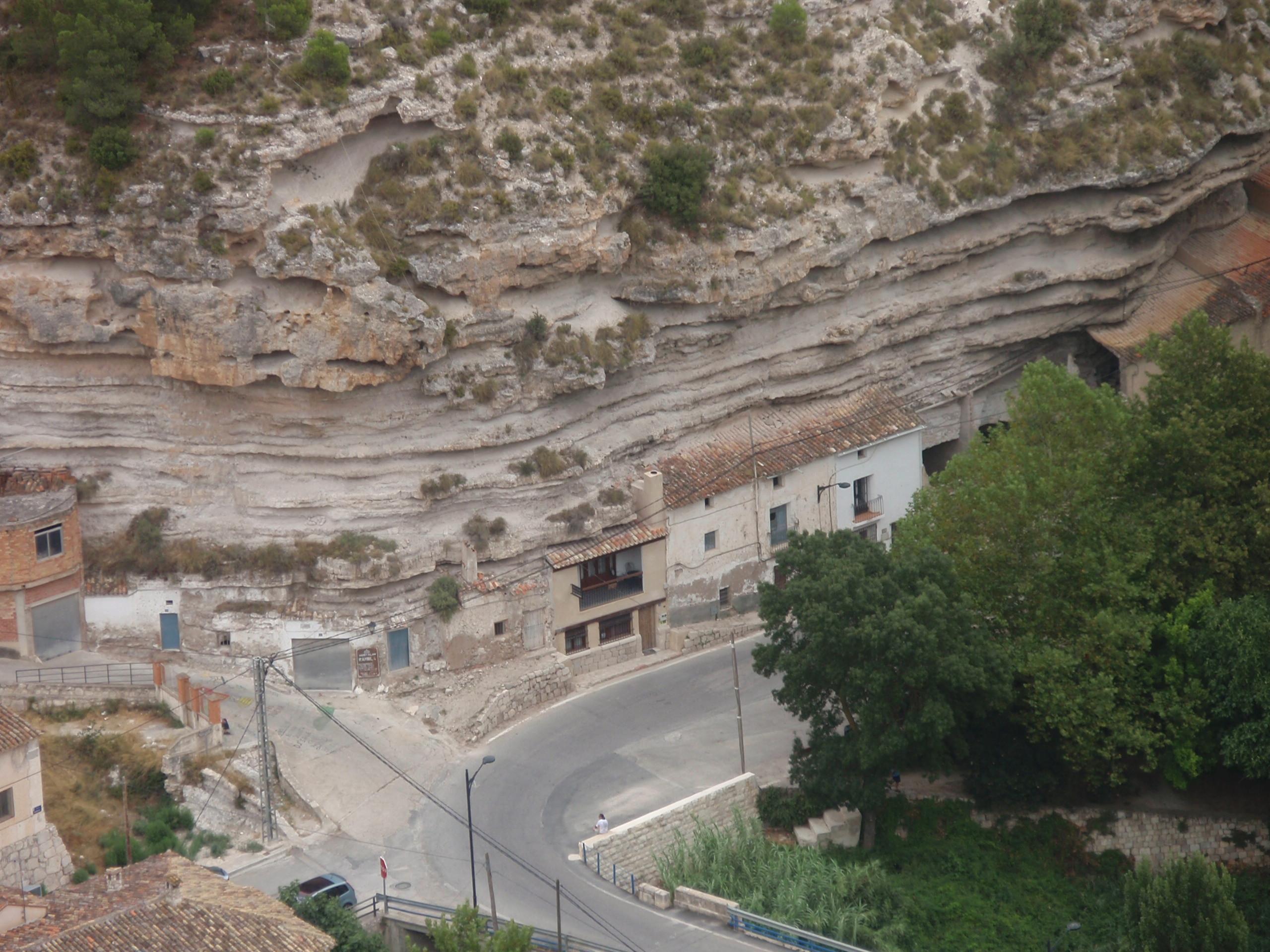 File casa cueva alcal del j wikimedia commons - Casas alcala del jucar ...