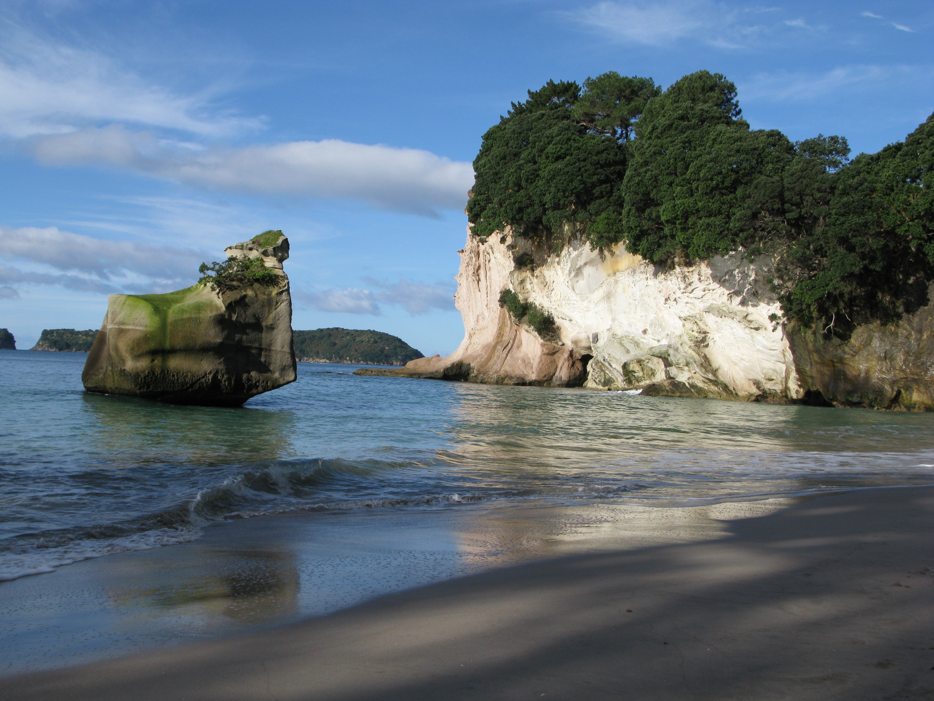 Description Cathedral Cove  20110612  1  jpgCathedral Cove