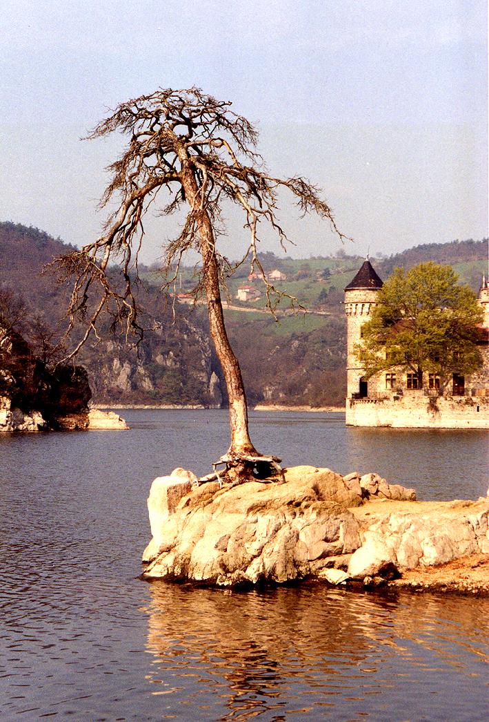 File chateau de la roche wikimedia commons for Audiovisuel exterieur de la france
