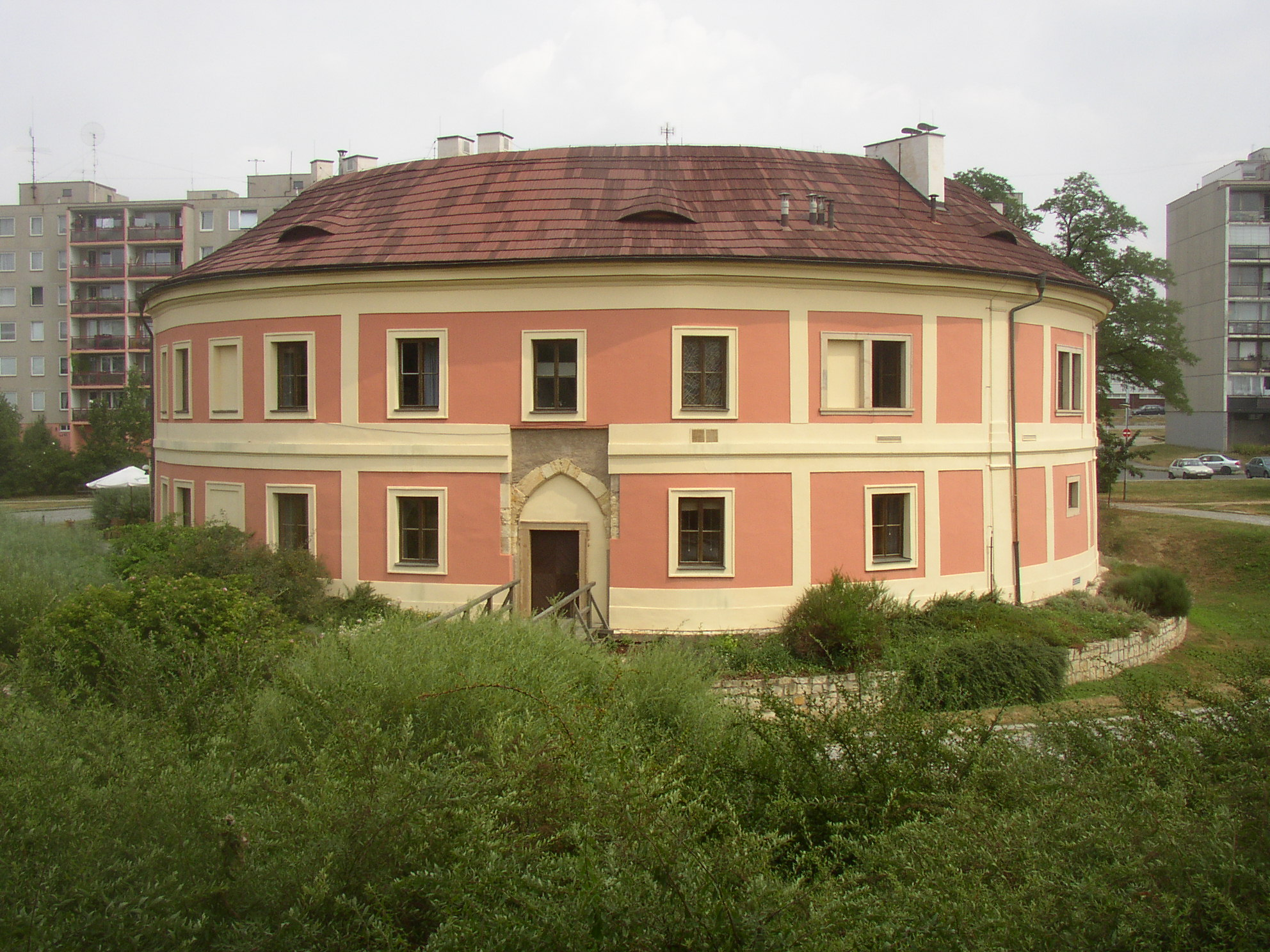 Chodovská tvrz (zdroj: User:Miaow Miaow, Public domain, via Wikimedia Commons)