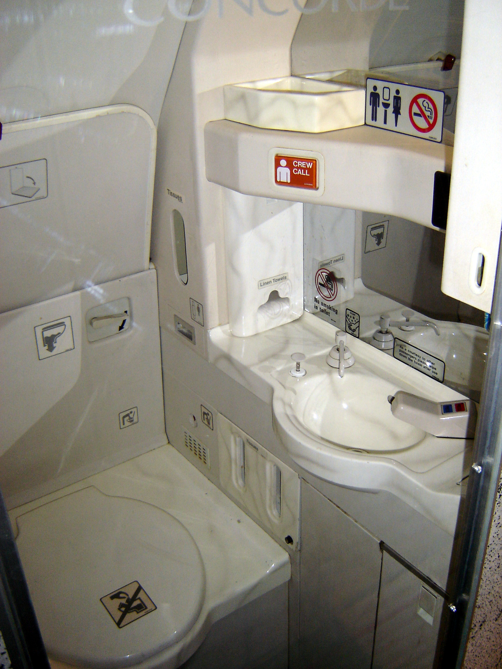 Airplane bathrooms make you old. whathappenedtoguentherlause #634A3C 1728x2304 Banheiro De Avião Como Usar