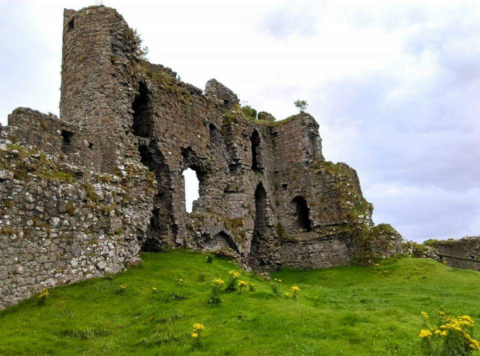 ruined wall at castle roche