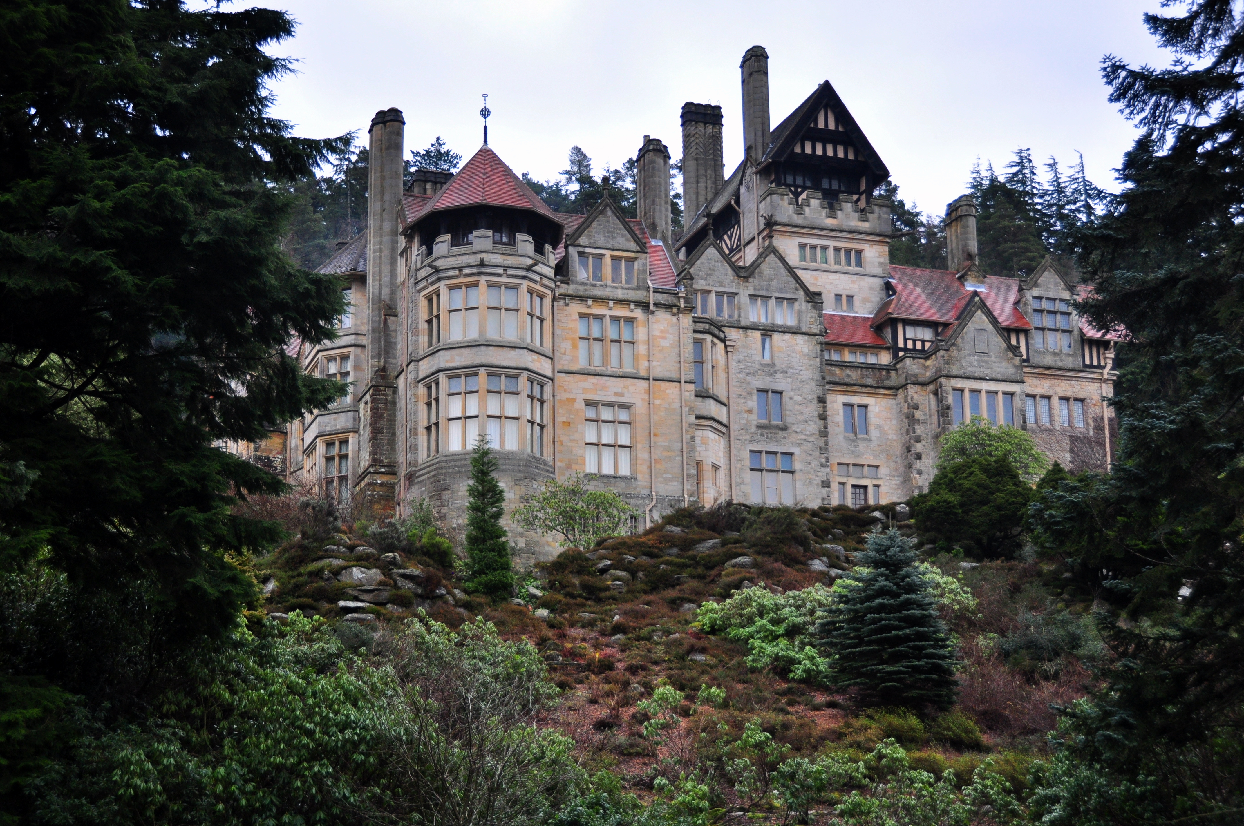 File:Cragside (5472222948).jpg - Wikimedia Commons
