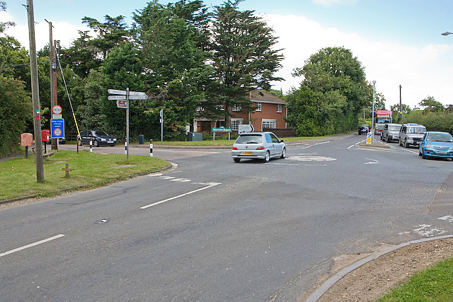 File:Crossroads at Wootton Common - geograph.org.uk - 519229.jpg