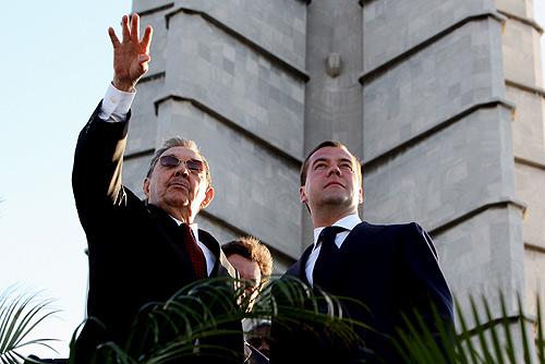 Dmitry Medvedev in Cuba 28 November 2008-4.jpg