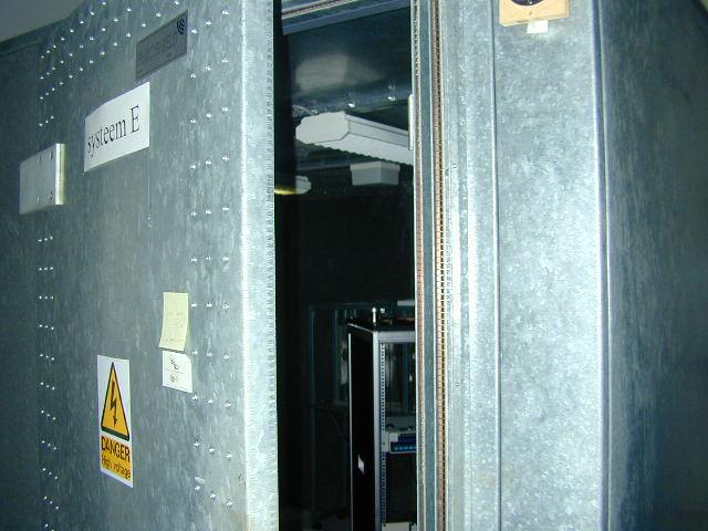 File:Elektrisch dode kamer (kooi van Faraday).JPG