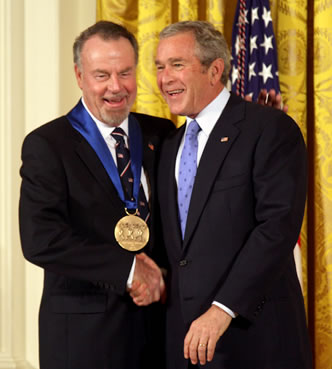 Erich Kunzel ''(left)'' receives the 2006 [[National Medal of Arts]] from [[President of the United States|President]] [[George W. Bush]] ''(right)'' at a 2007 ceremony.