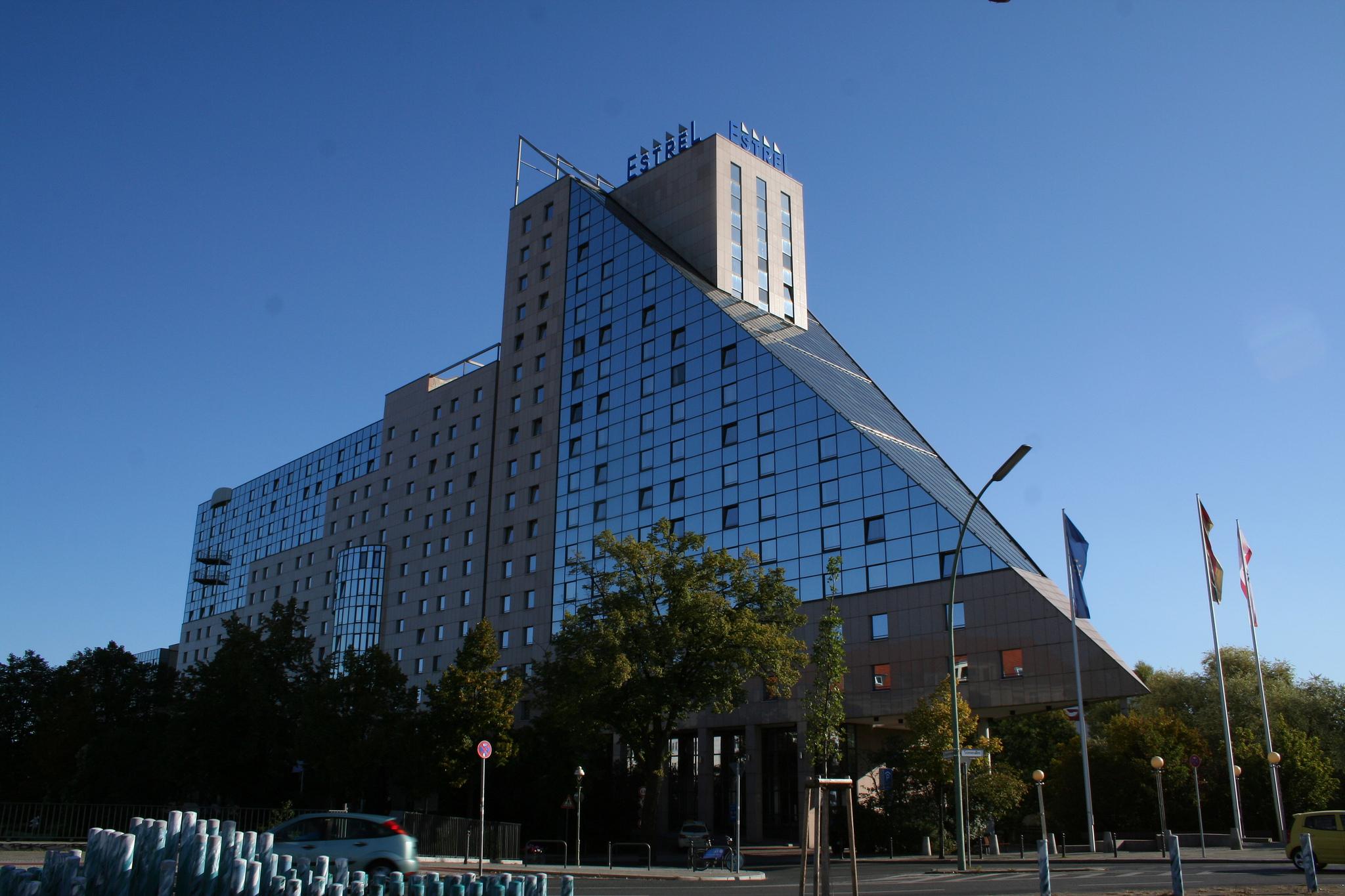 Berlin Hotel Estrel Stars In Concert