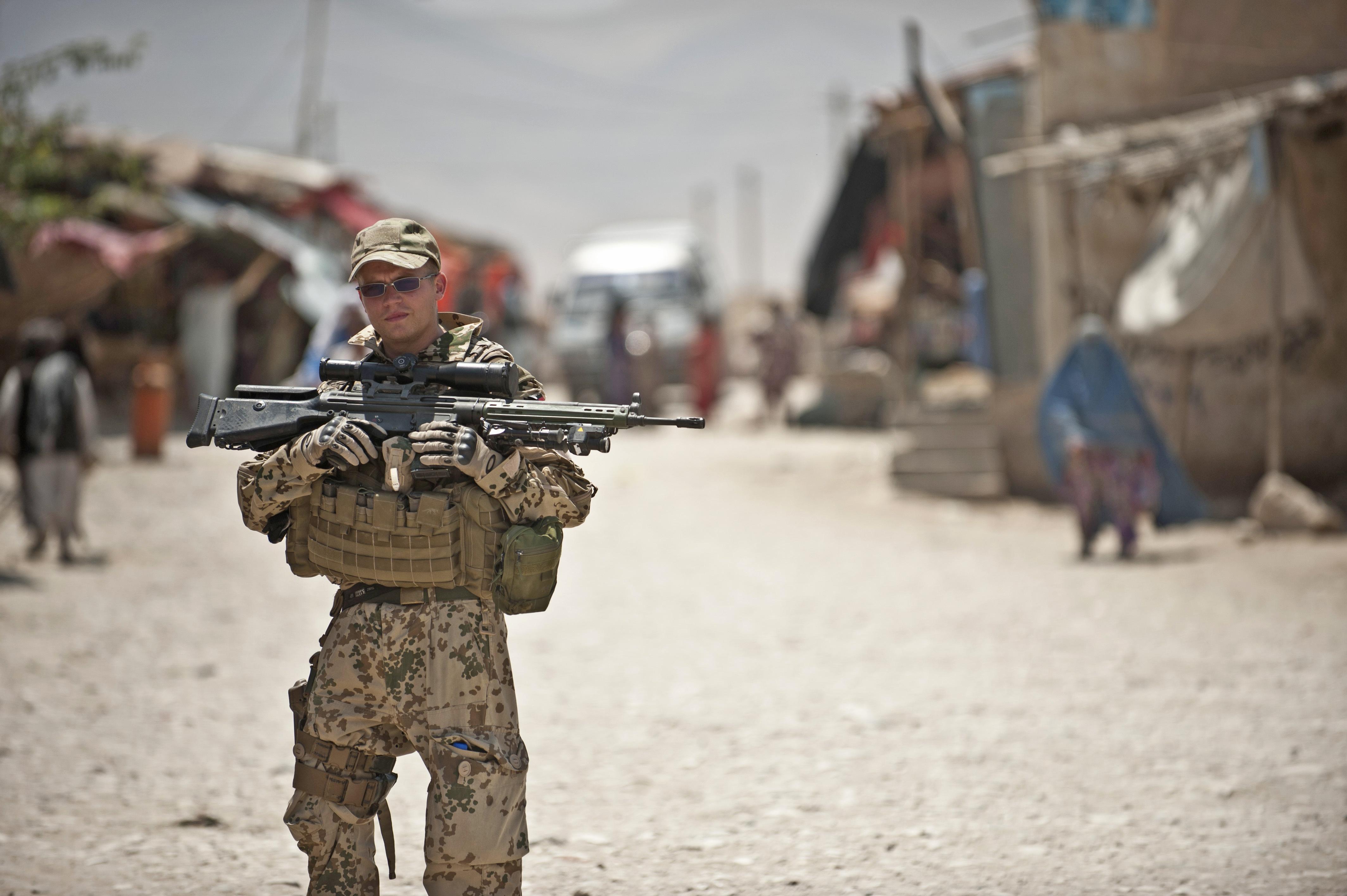 Flickr_-_DVIDSHUB_-_ISAF_conducts_patrol