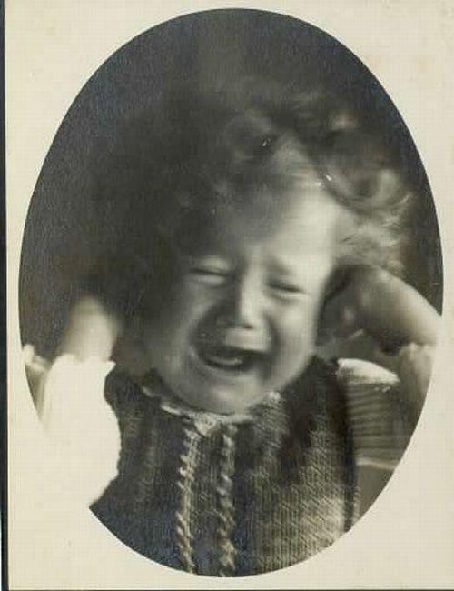 Fran Vesel - Portret jokajoče deklice