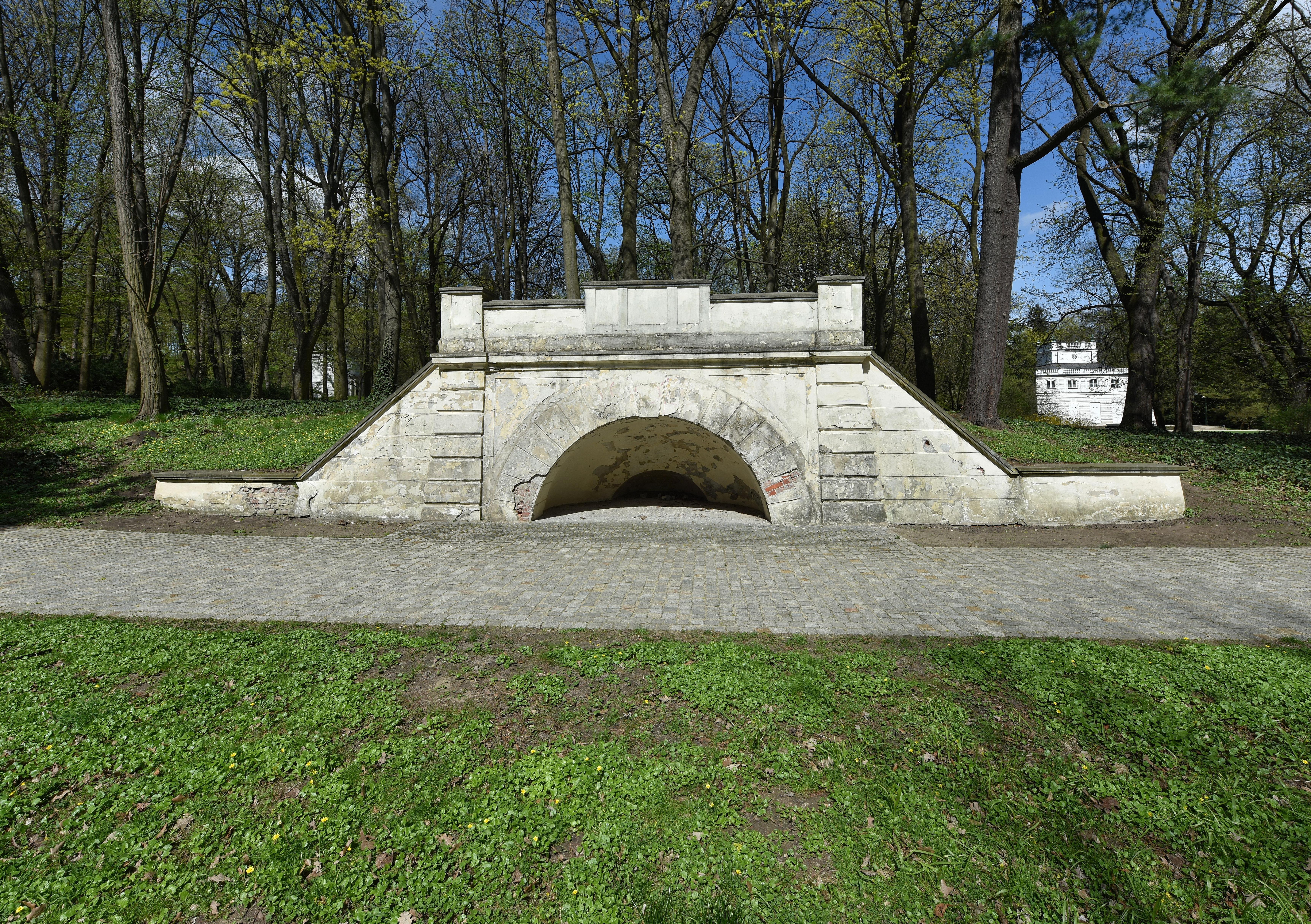 Filefundament Oranżerii Gotyckiej łazienki Królewskiejpg