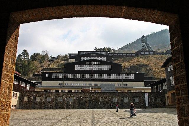 File:Goslar- Blick auf die Bergwerksanlagen am Rammelsberg (UNESCO-Weltkulturerbe) - geo.hlipp.de - 24933.jpg