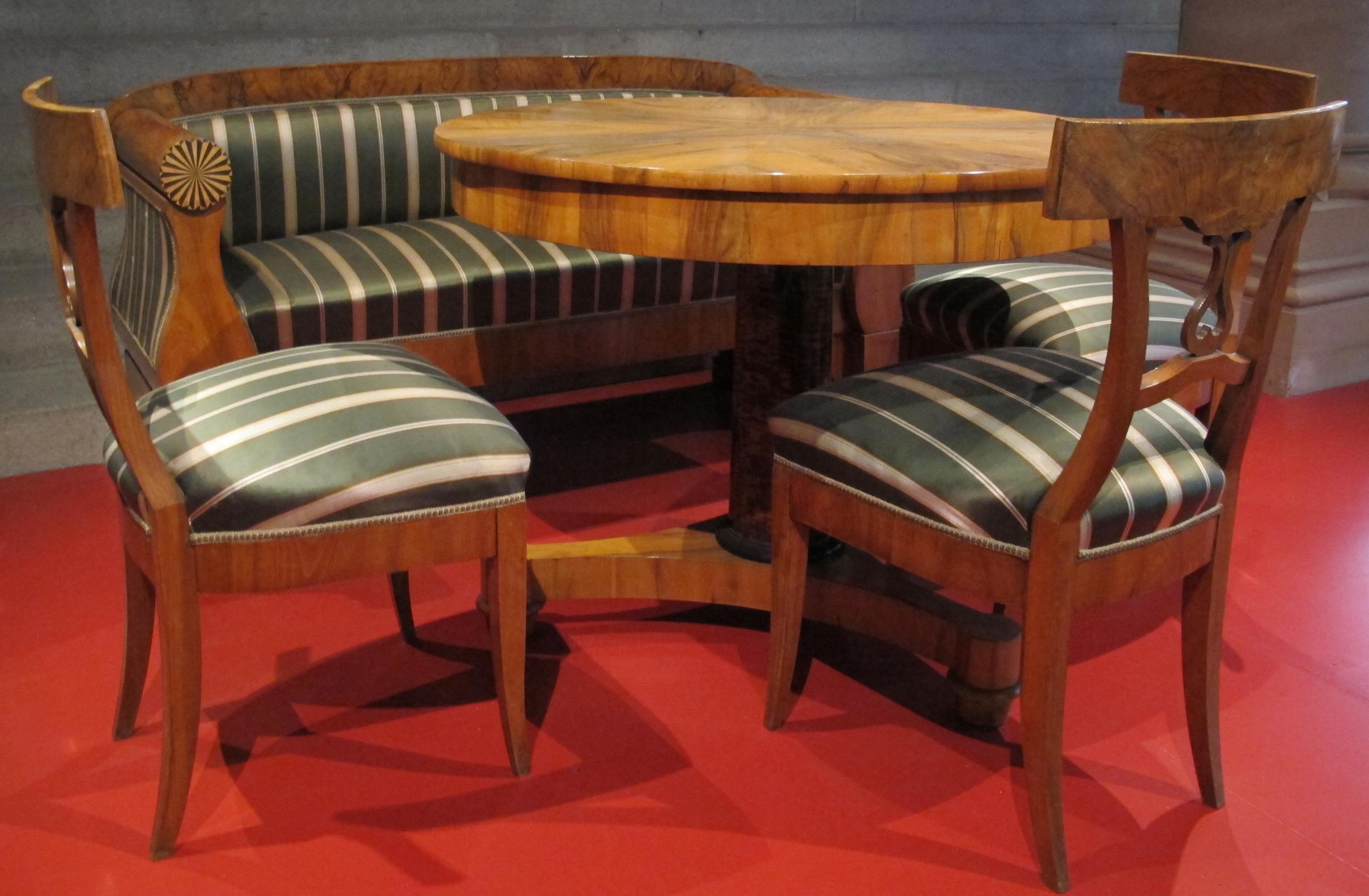 File gruppo di mobili biedermeier 1820 circa 01 jpg wikimedia commons - Mobili biedermeier ...