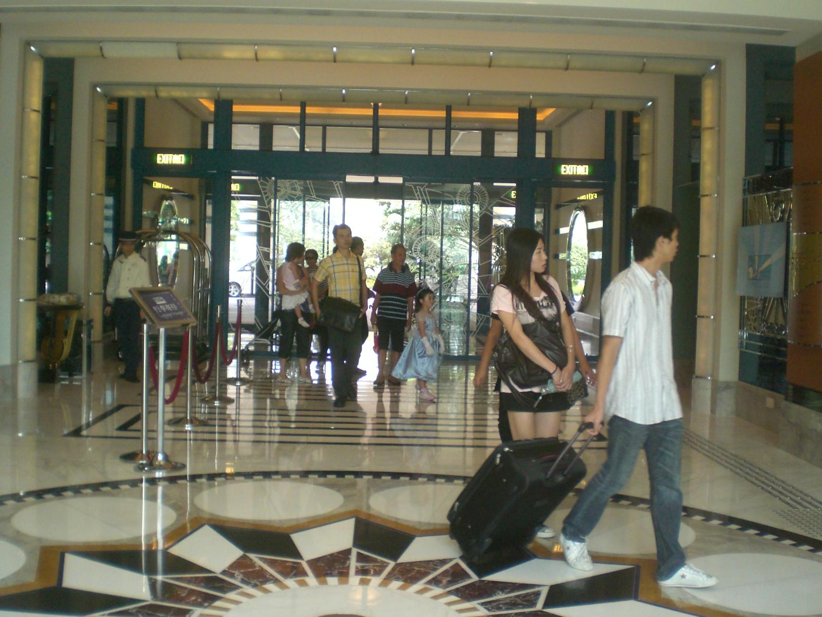 File Hk Disney 39 S Hollywood Hotel Lobby Hall Entrance Jpg