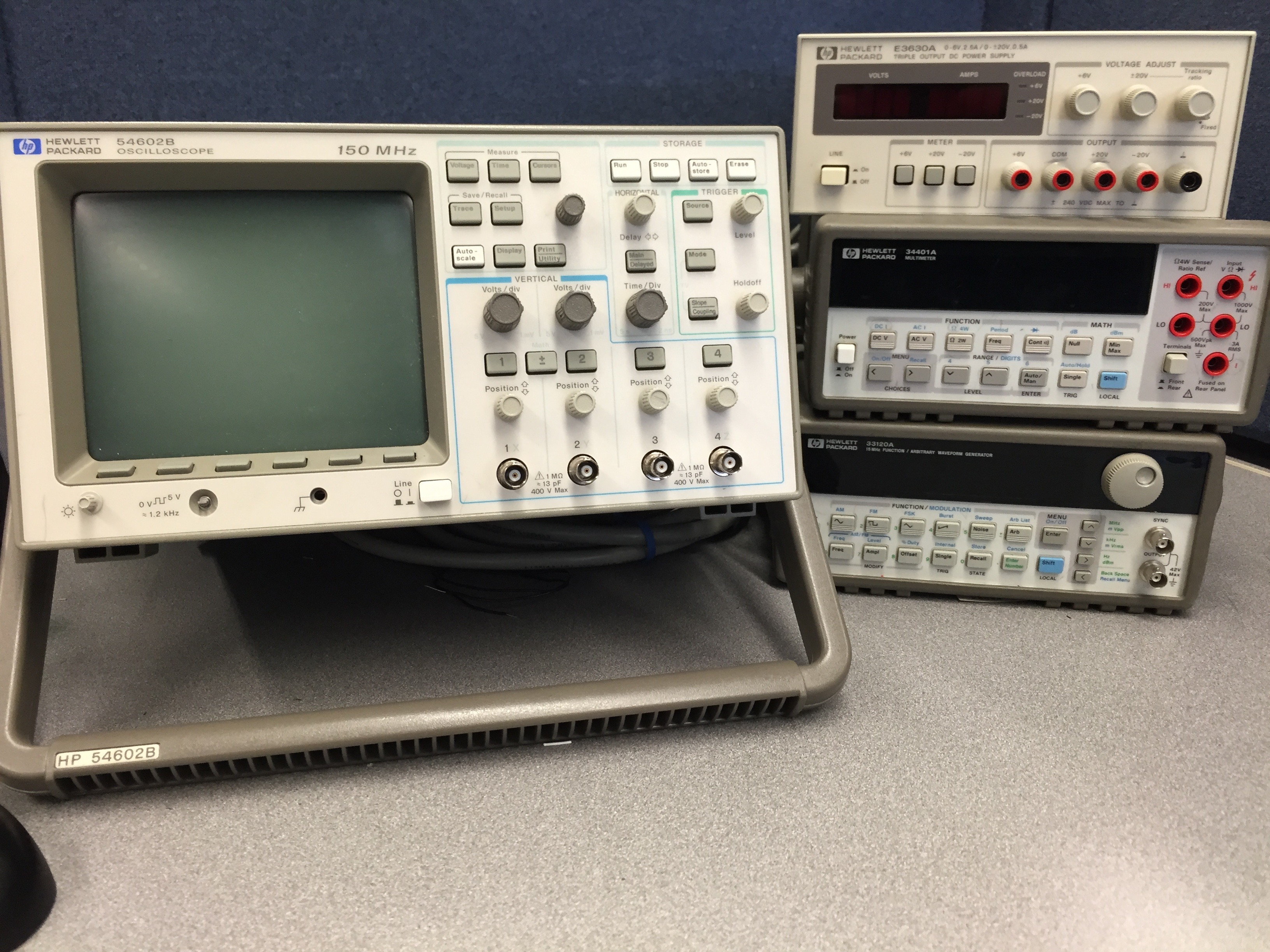 Function Generator And Oscilloscope : File hp b mhz oscilloscope e triple output
