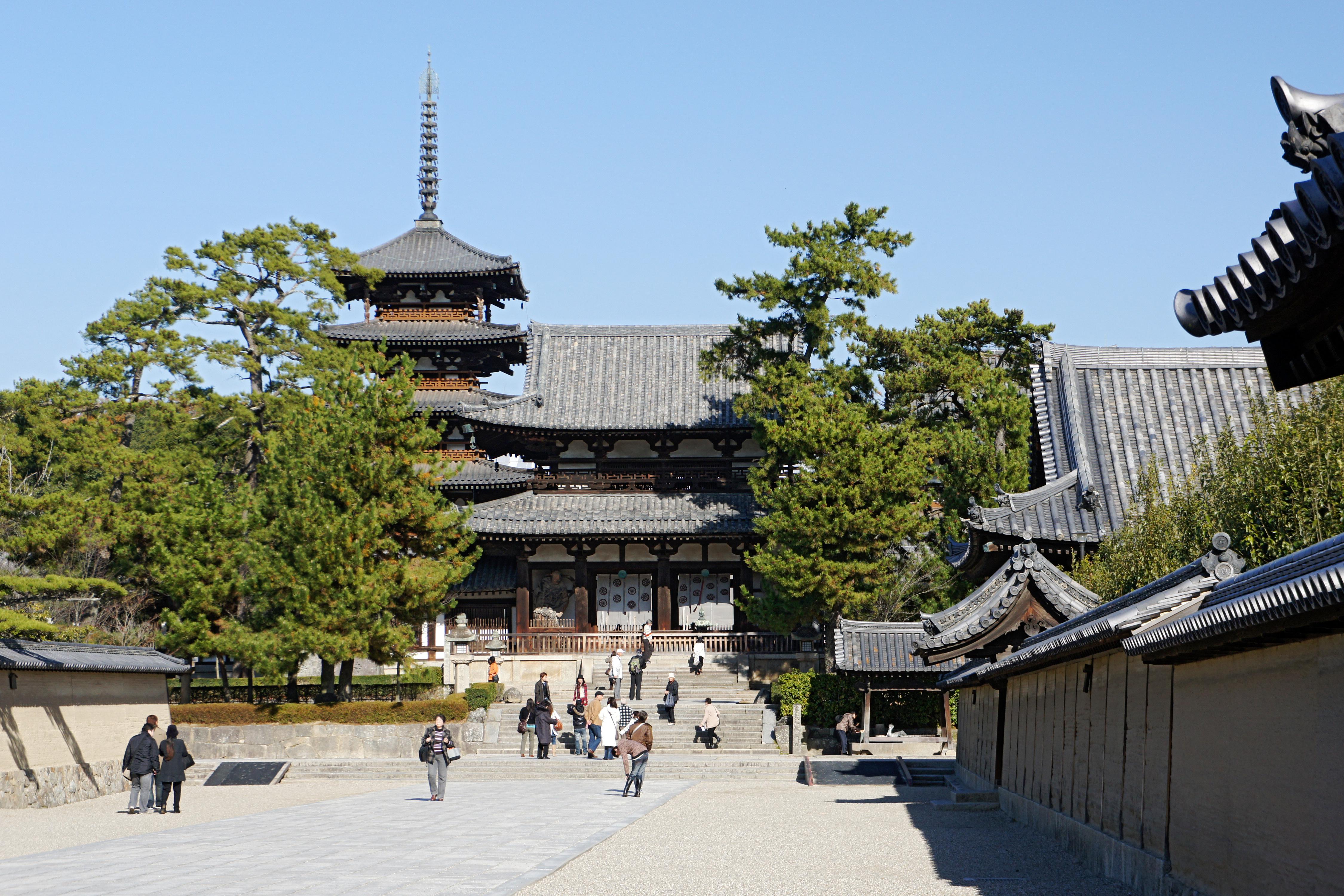 http://upload.wikimedia.org/wikipedia/commons/e/e4/Horyu-ji45s2s4500.jpg