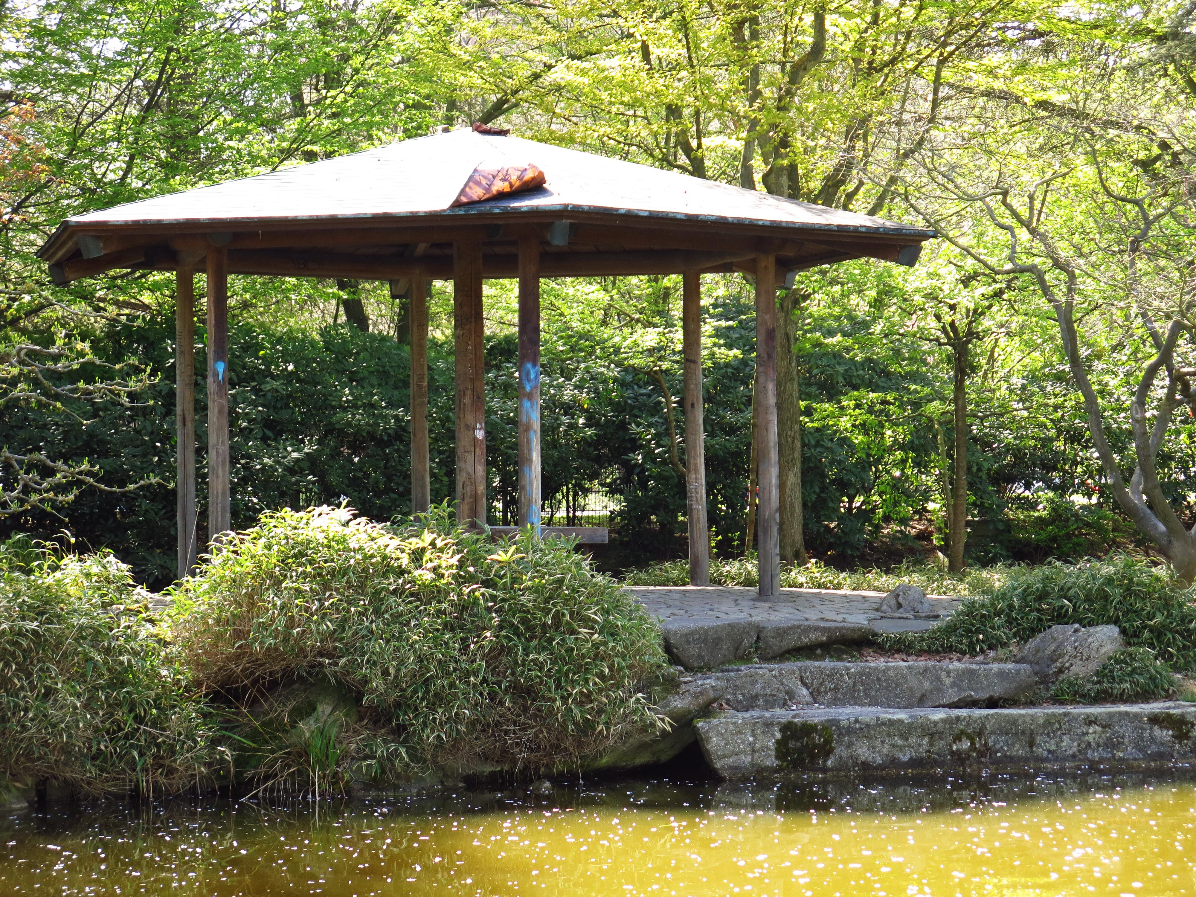 File:Japanischer Garten Teehaus 02