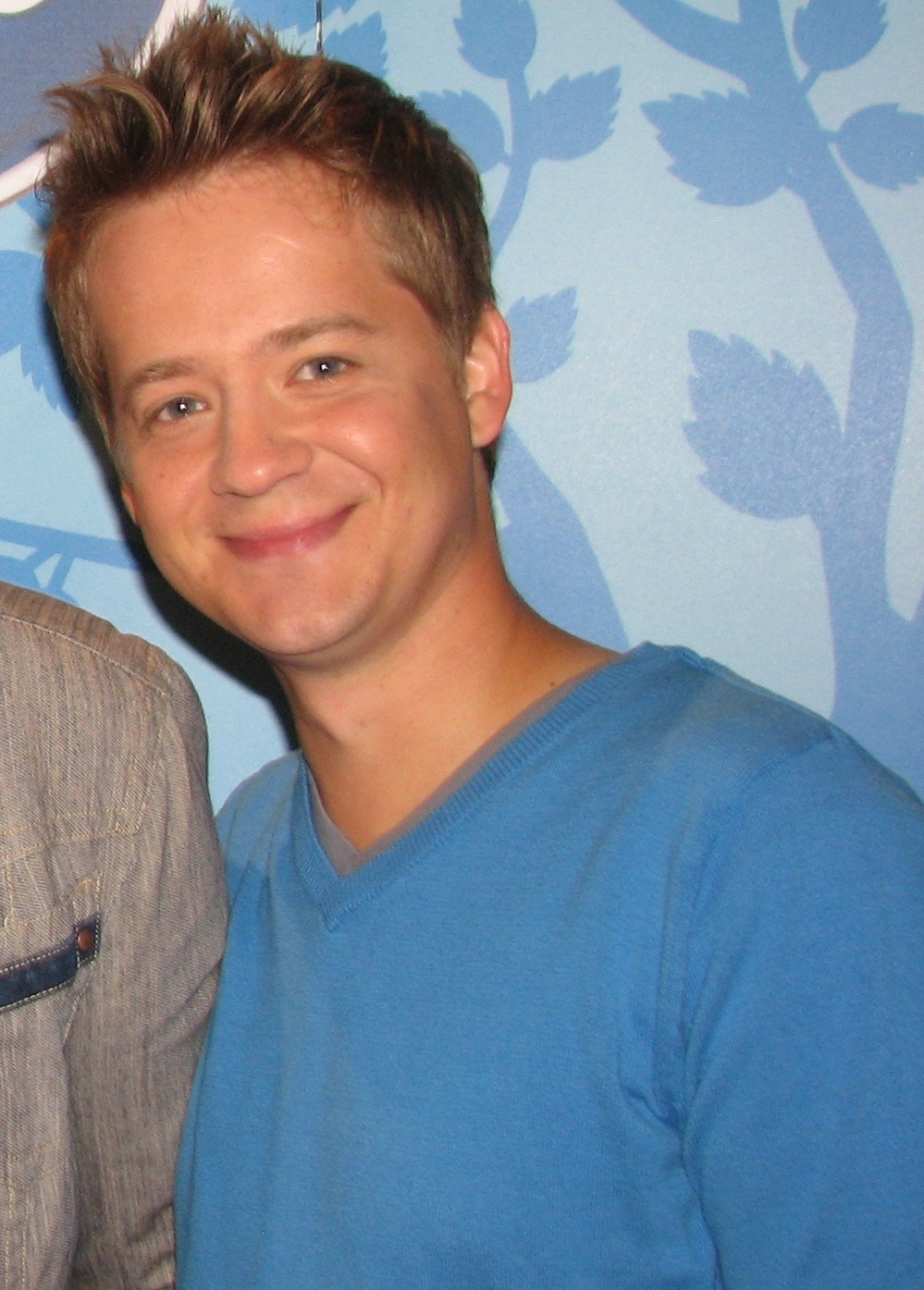 The 41-year old son of father (?) and mother(?), 165 cm tall Jason Earles in 2018 photo