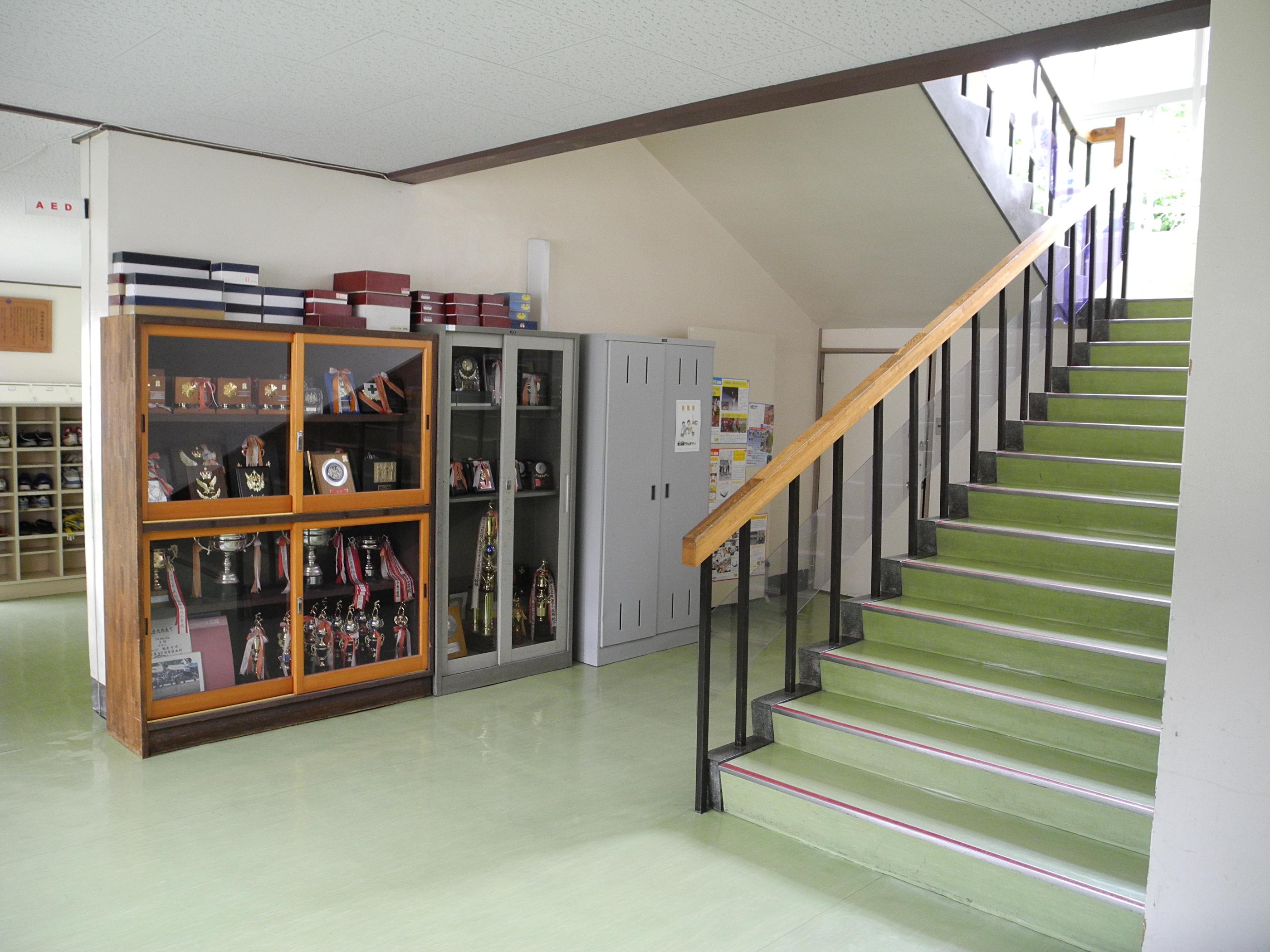 File Jinego Elementary School Stairwell Jpg Wikimedia