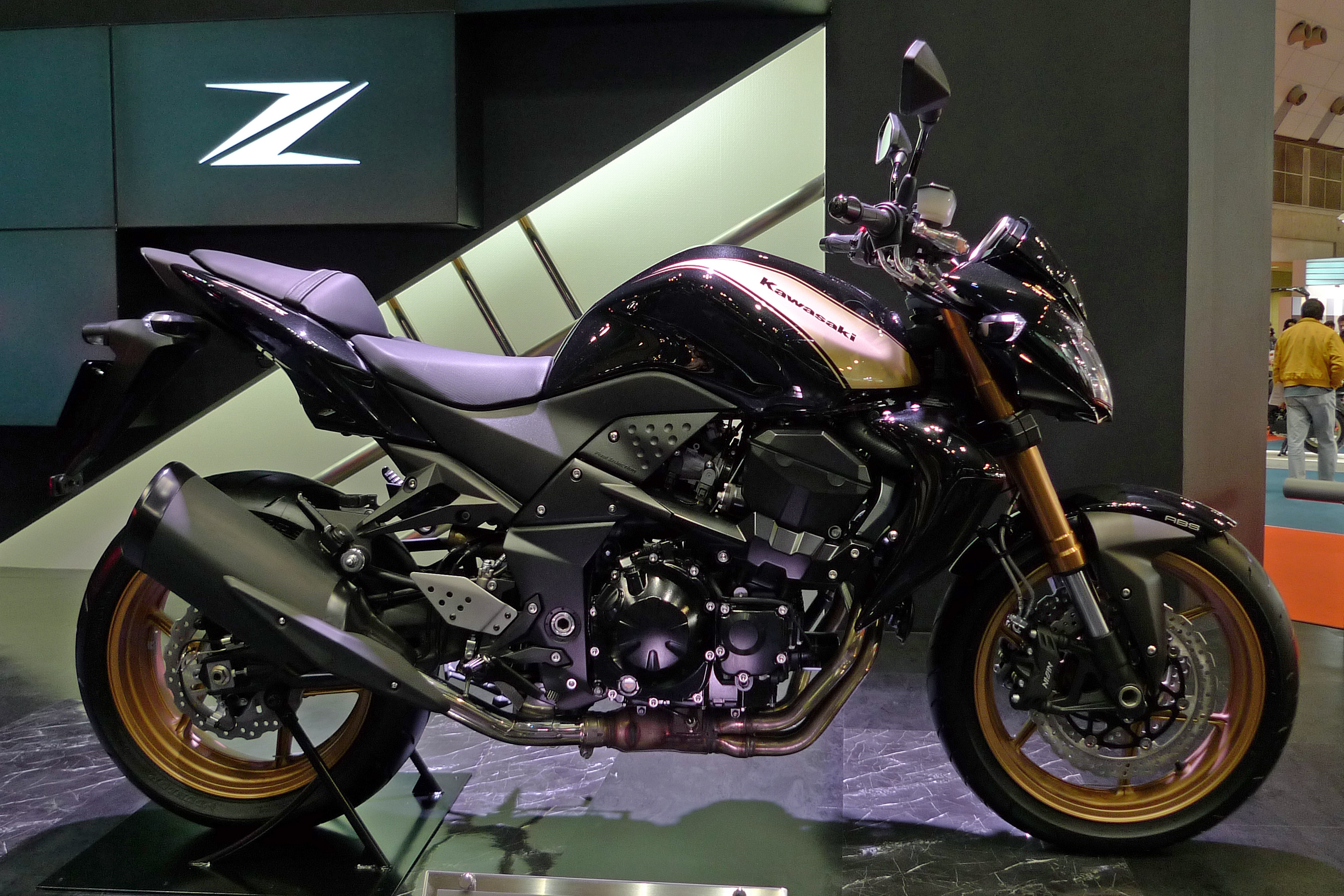file kawasaki z750r abs right side 2011 tokyo motor wikimedia commons. Black Bedroom Furniture Sets. Home Design Ideas