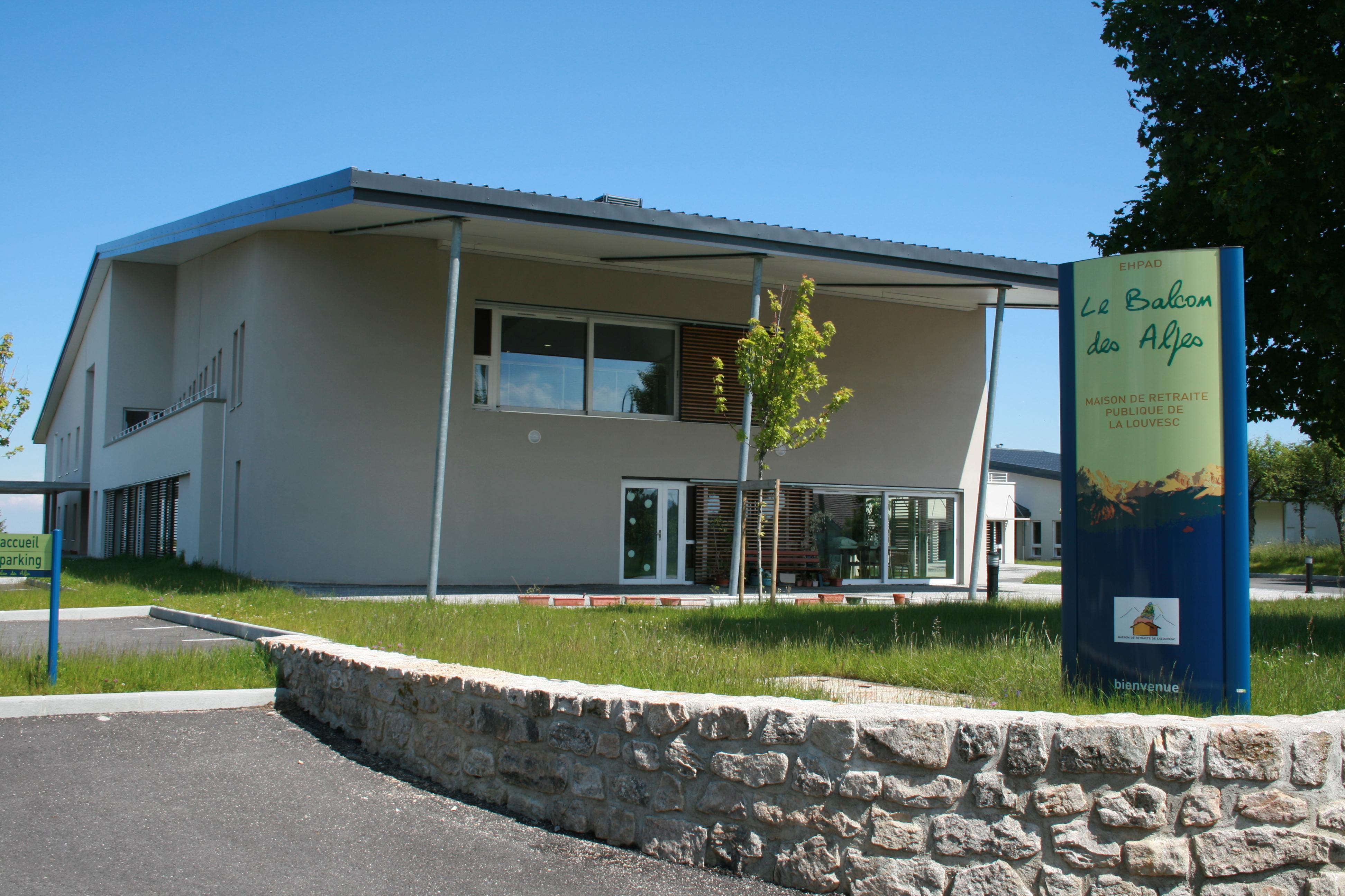 File lalouvesc maison de retraite 1 jpg wikimedia commons for Maison de retraite classique