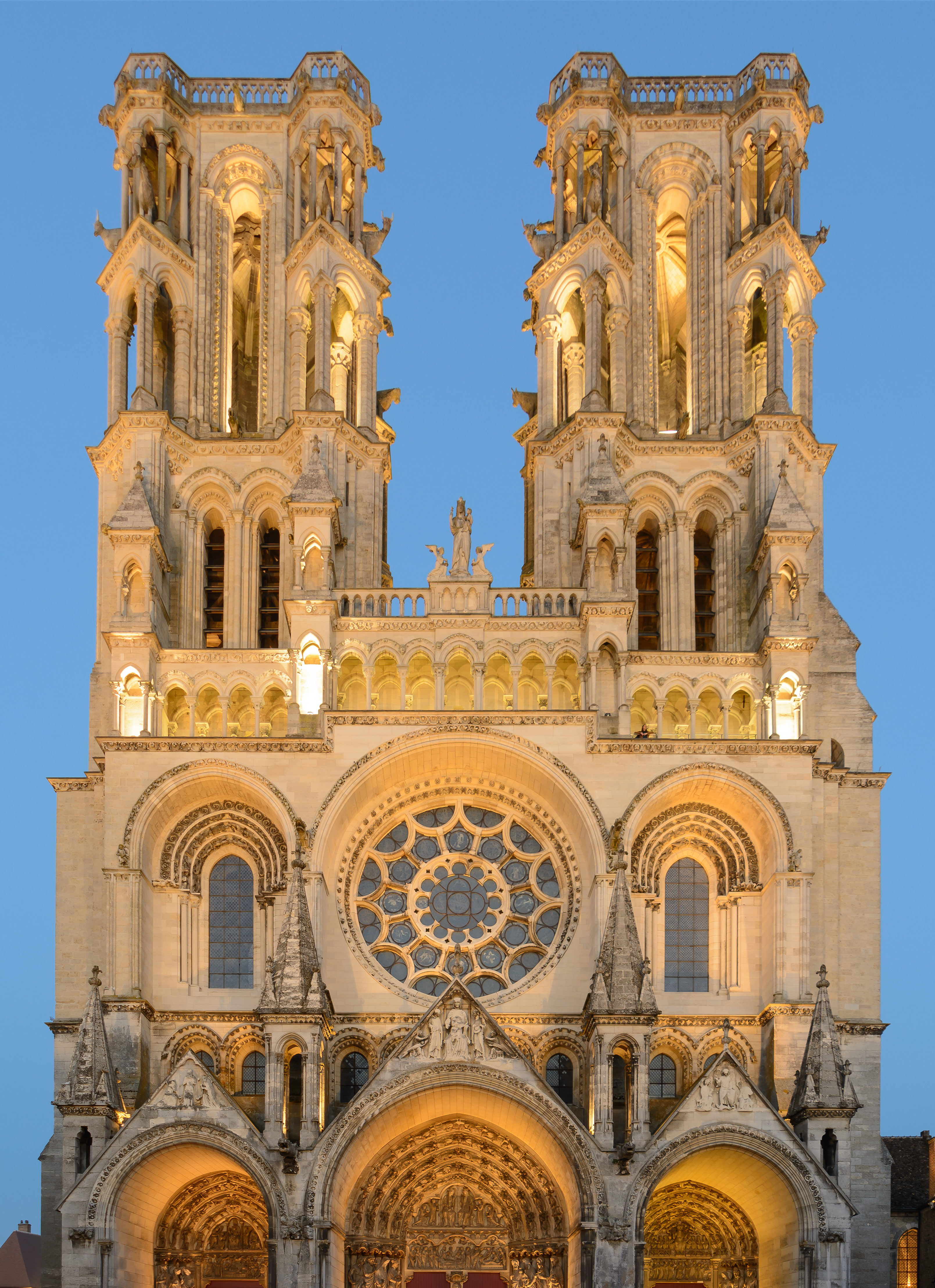 file laon cathedral west facade blue hour 01 jpg wikimedia commons