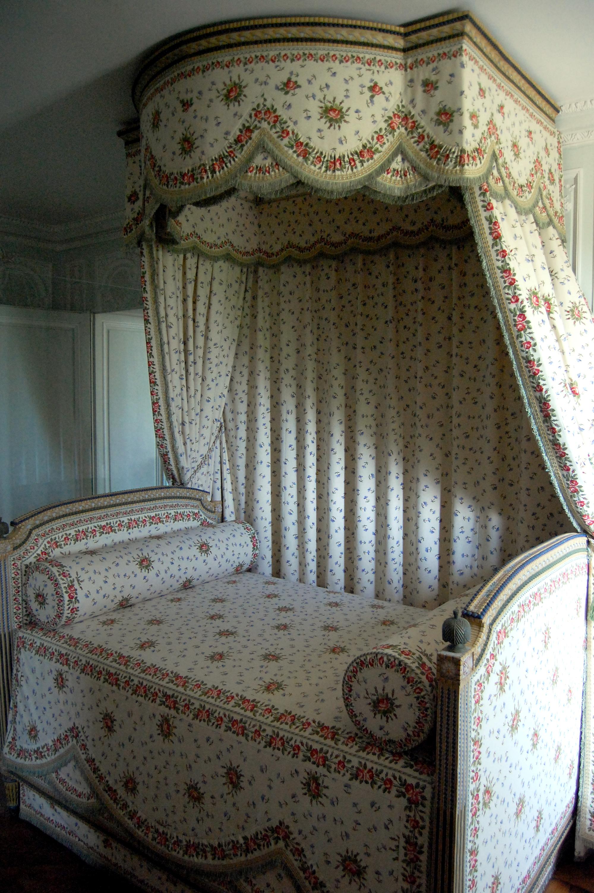 File lit de marie antoinette petit for Salle de bain louis xv versailles