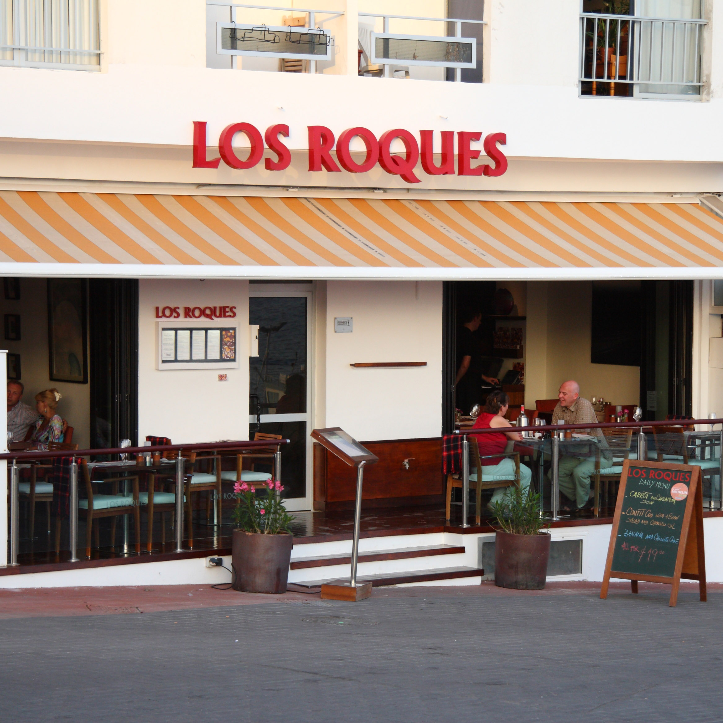 File Los Roques Restaurante Los Abrigos Tenerife 03 Jpg Wikimedia Commons