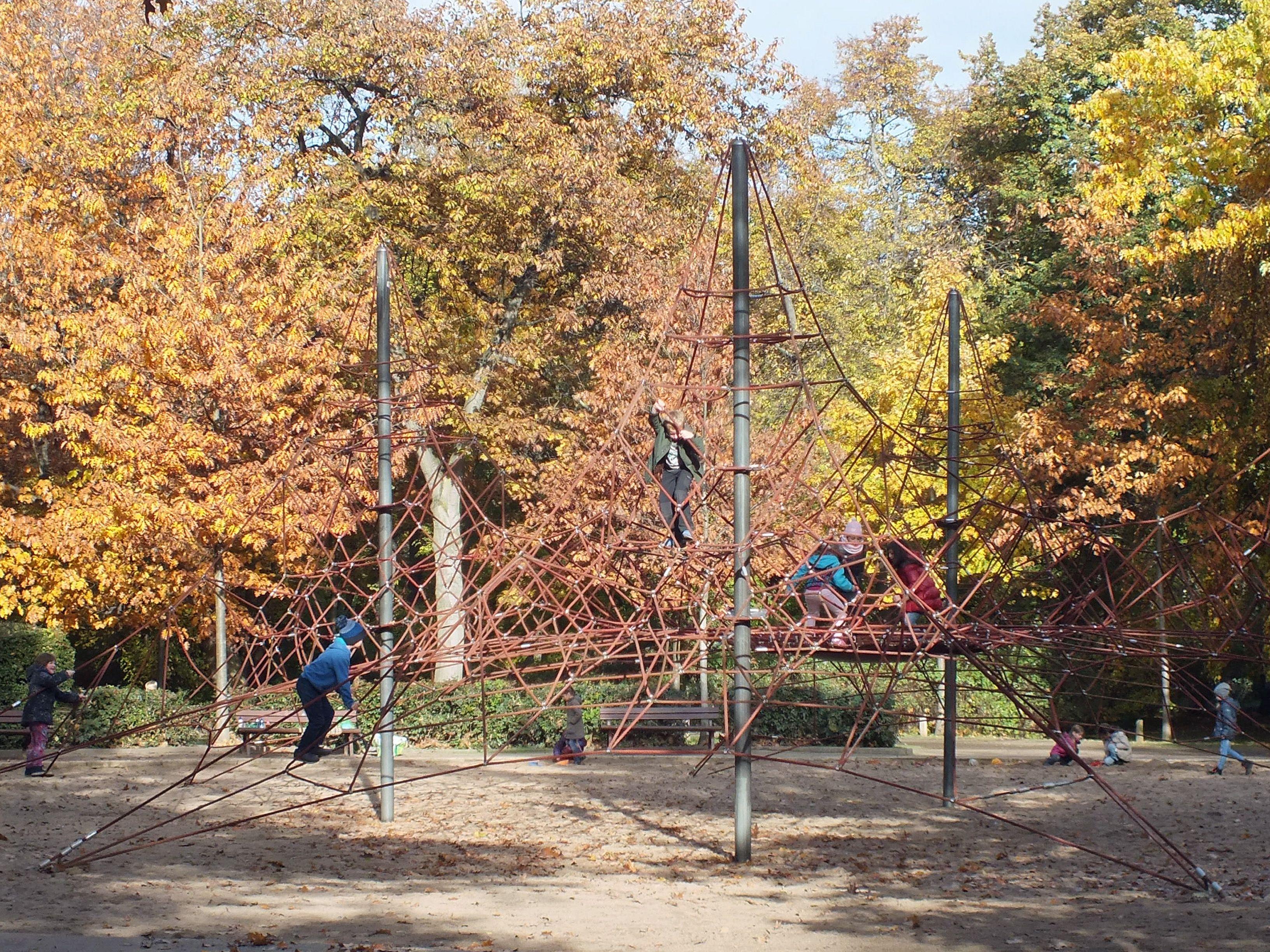 Klettergerüst Wikipedia : Datei lzg eutr park klettergerüst g u wikipedia