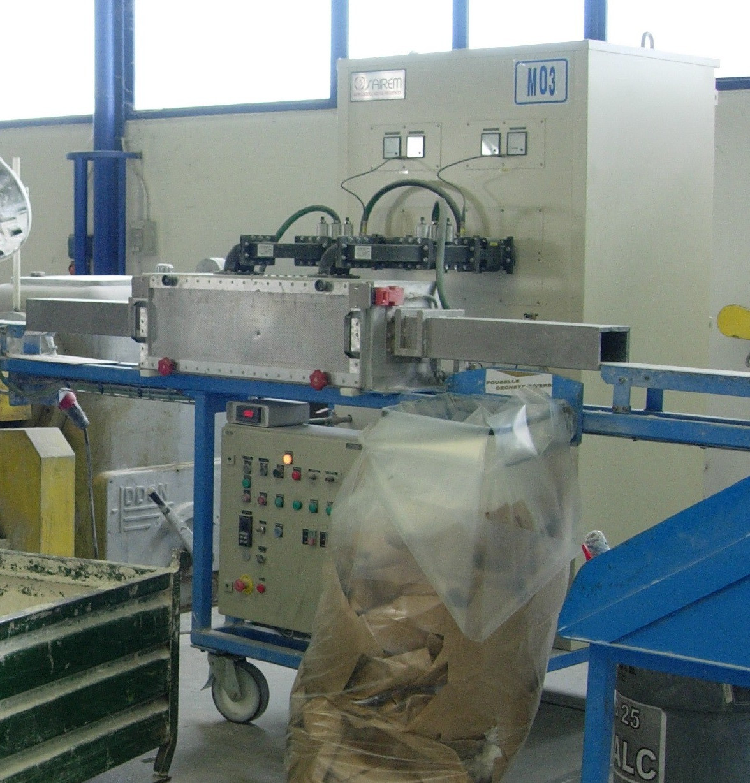 icrowavesarewidelyusedforheatinginindustrialprocesses.microwavetunnelovenforsofteningplasticrodspriortoextrusion.