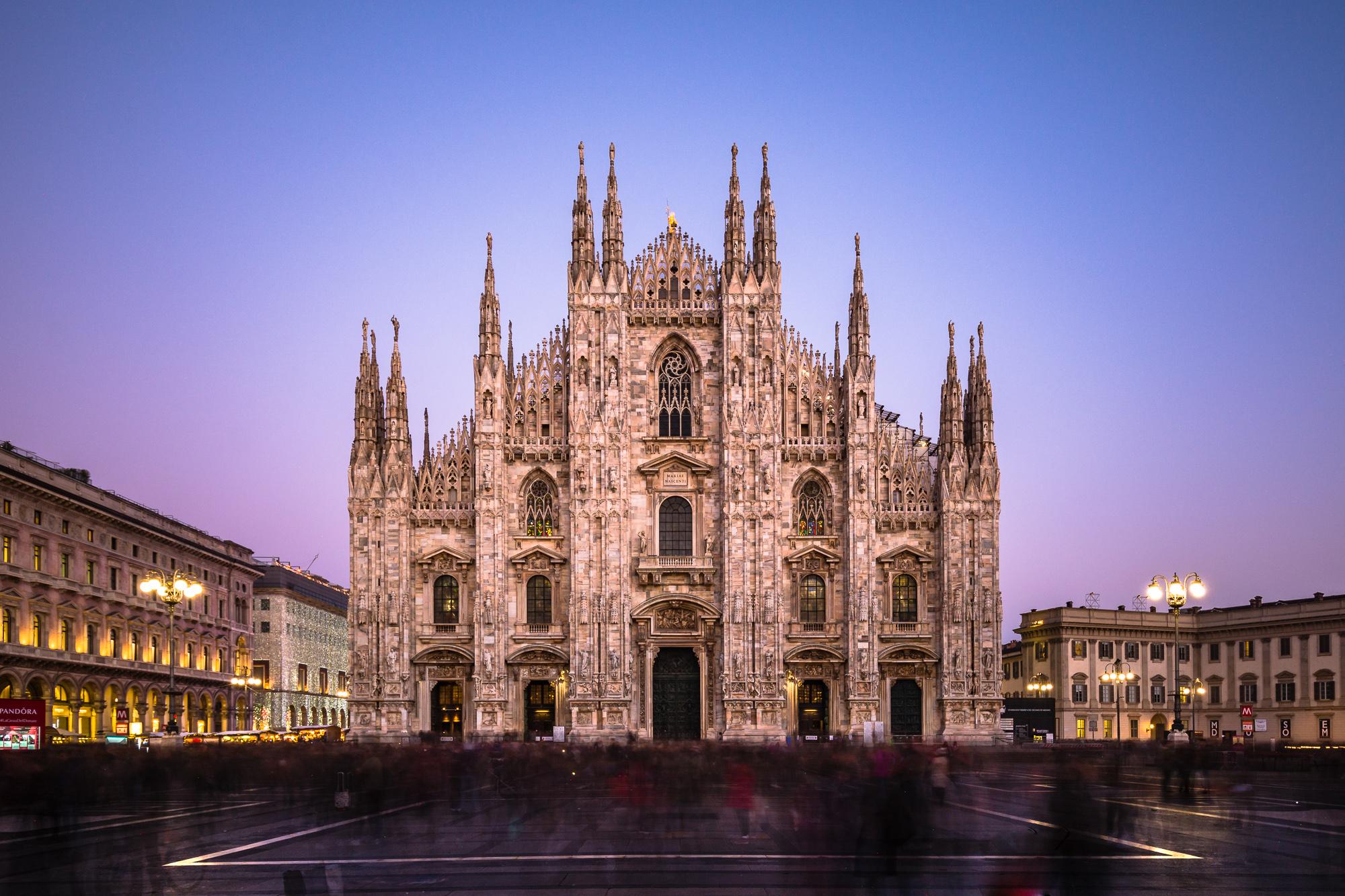 Milan_Cathedral_%28Duomo_di_Milano%29_evening.jpg