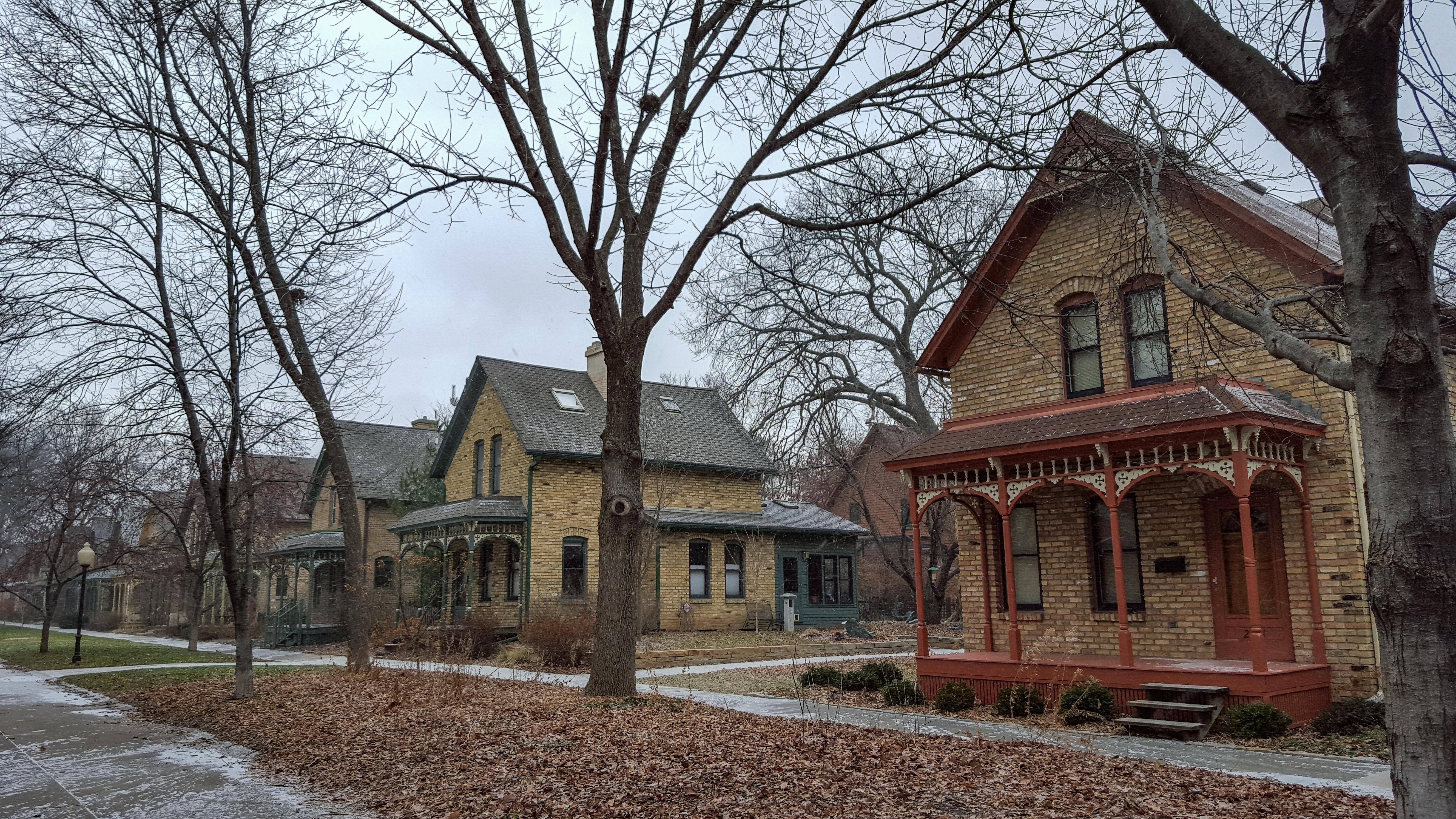 milwaukees brady street neighborhood - HD5312×2988
