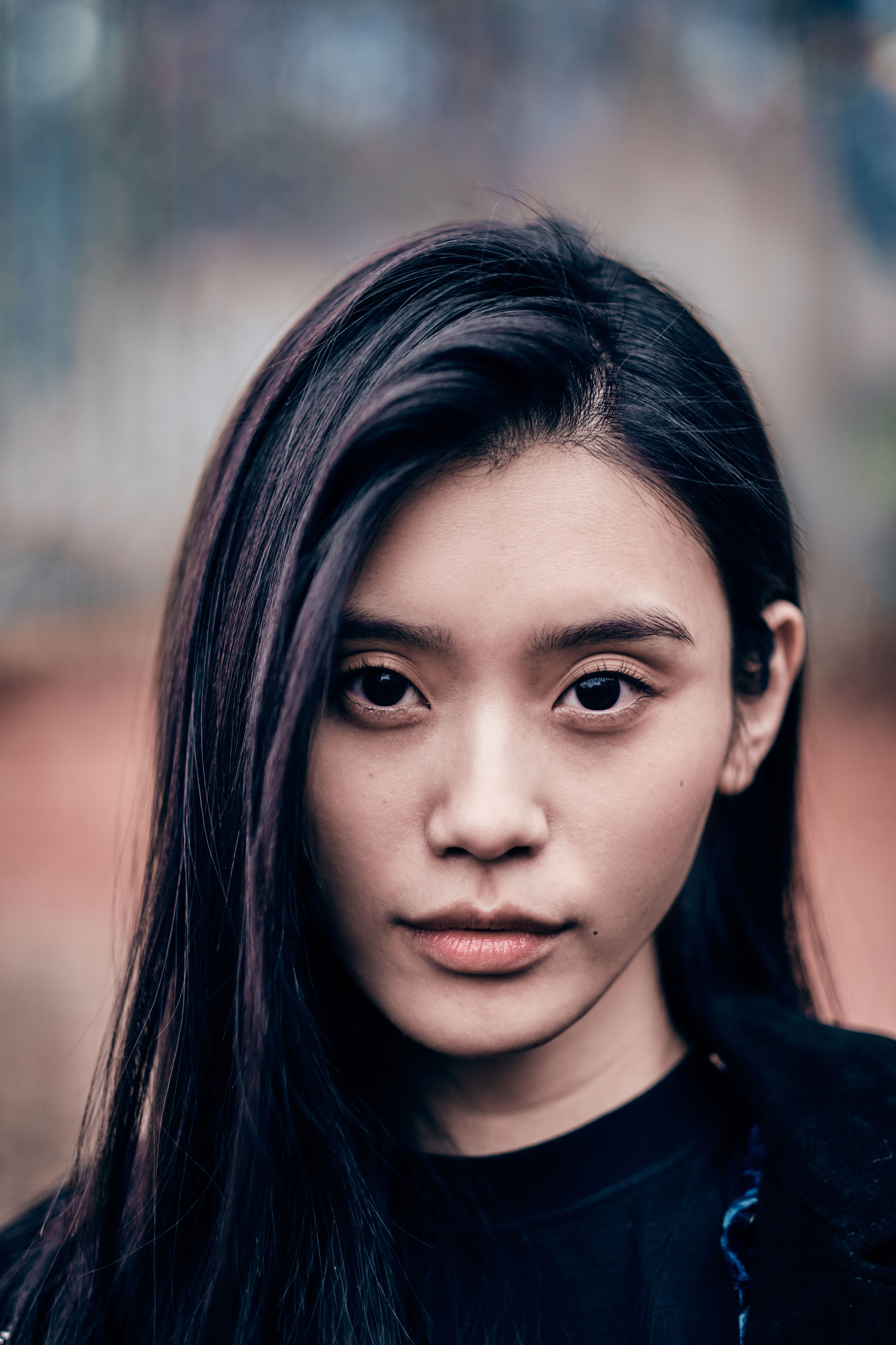The 30-year old daughter of father (?) and mother(?) Ming Xi in 2020 photo. Ming Xi earned a million dollar salary - leaving the net worth at 0.5 million in 2020