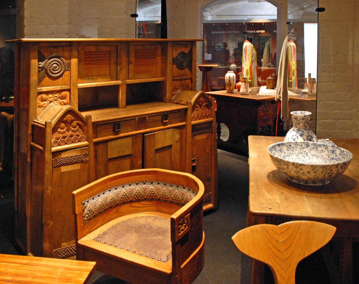 file mobilier art nouveau finlandais mus e du design helsinki 2765671356 jpg wikimedia. Black Bedroom Furniture Sets. Home Design Ideas