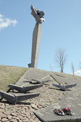 Памятник экипажу Н.Ф.Гастелло на месте гибели бомбардировщика А.С.Маслова