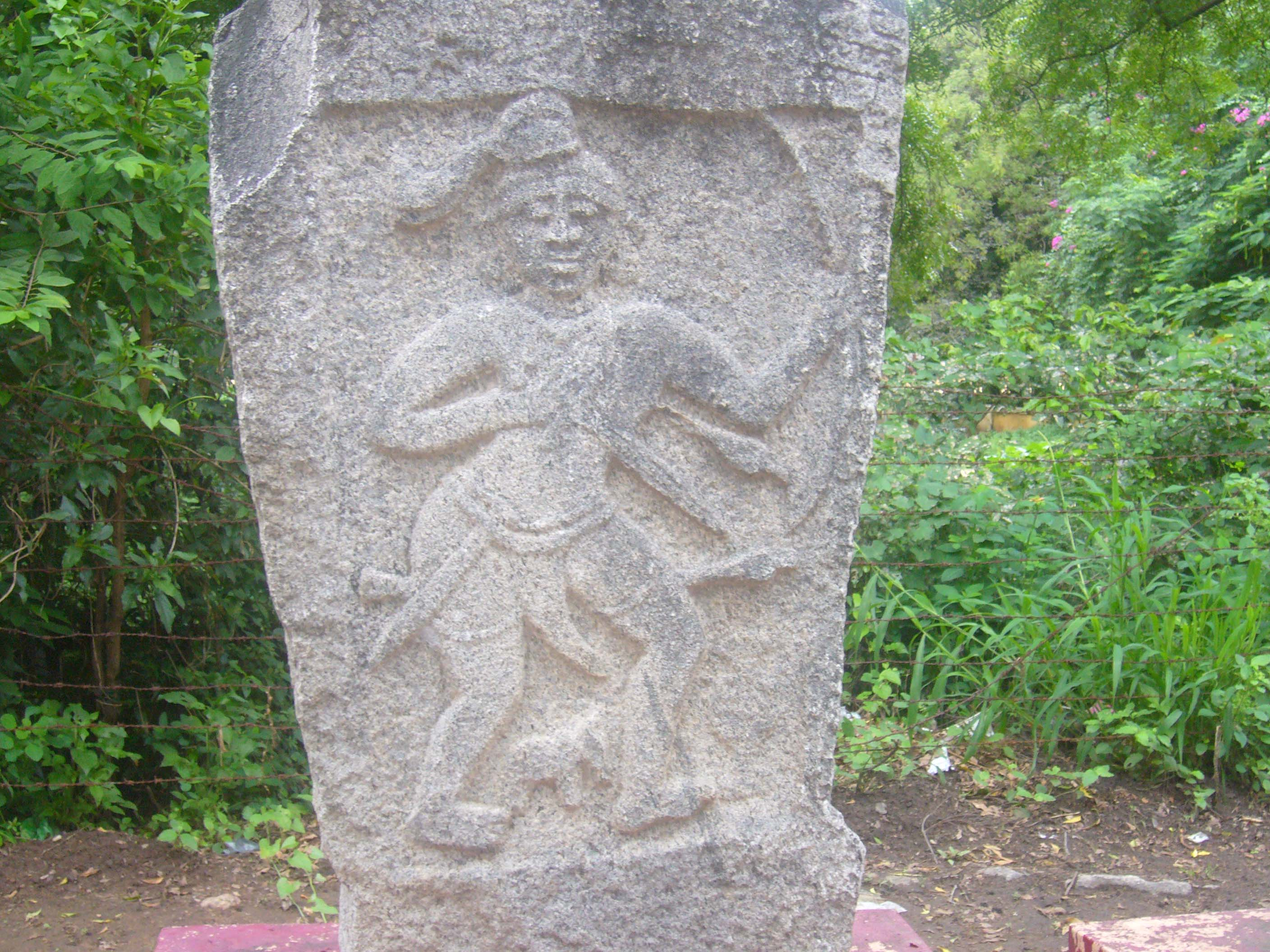 http://upload.wikimedia.org/wikipedia/commons/e/e4/Nadukal.jpg
