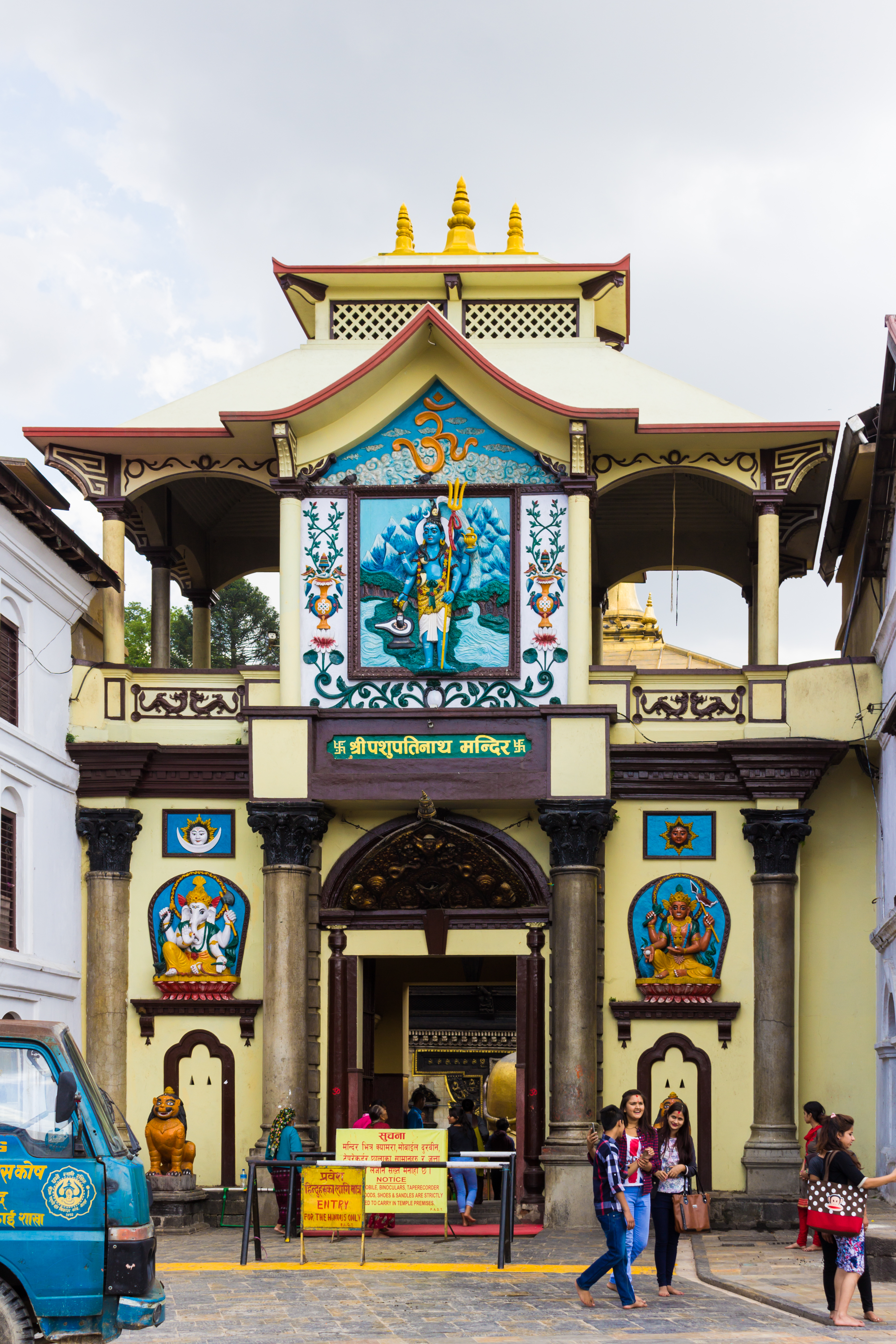 File:Pasupatinath Temple, Front gate-IMG 3501.jpg - Wikipedia