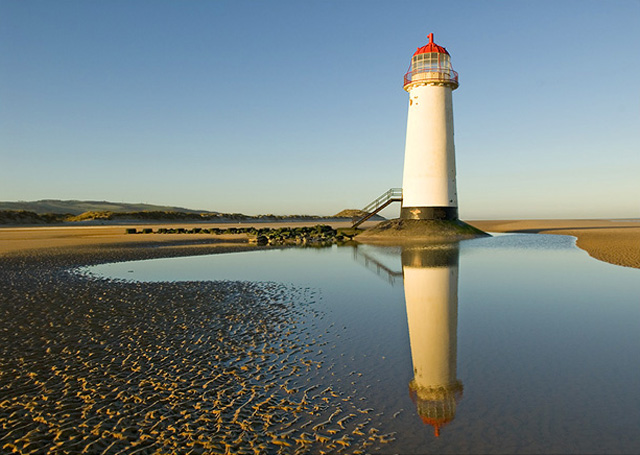Point of Ayr Lighthouse - geograph.org.uk - 613331