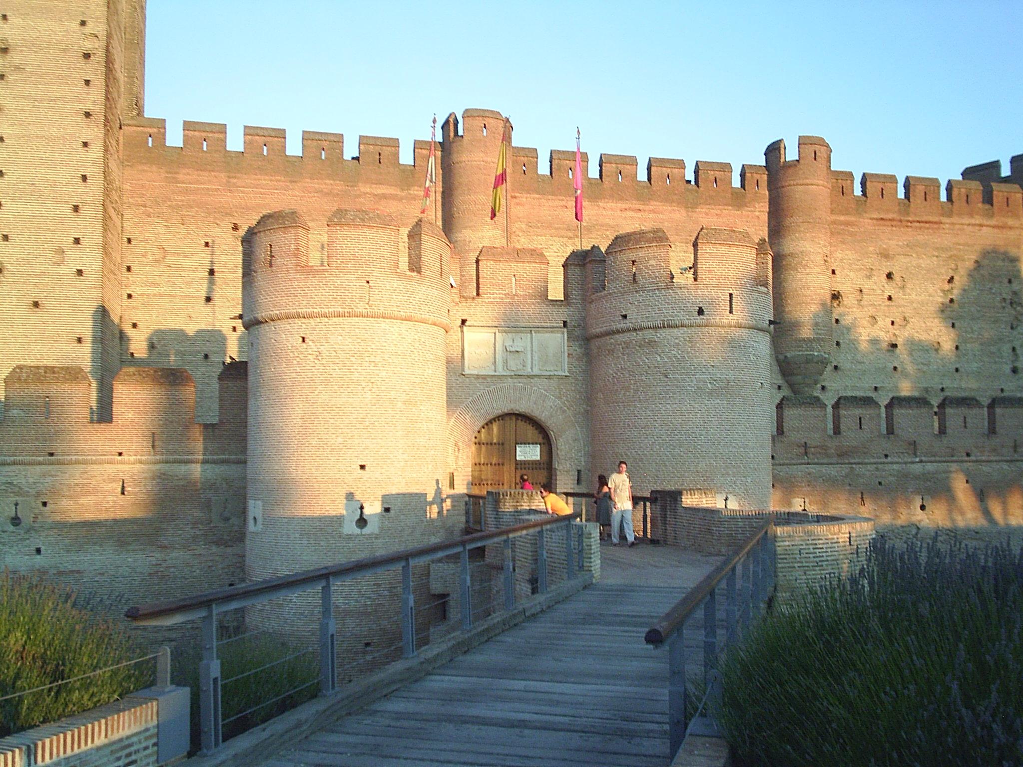 File puerta de acceso al castillo de medina del campo jpg - Spa en medina del campo ...