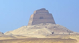 File:Pyramid of sneferu Meidum 01.jpg