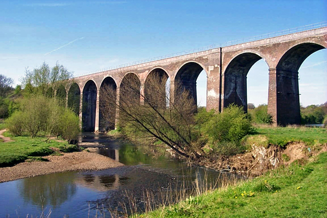 Reddish Vale viaduct - geograph.org.uk - 1111868