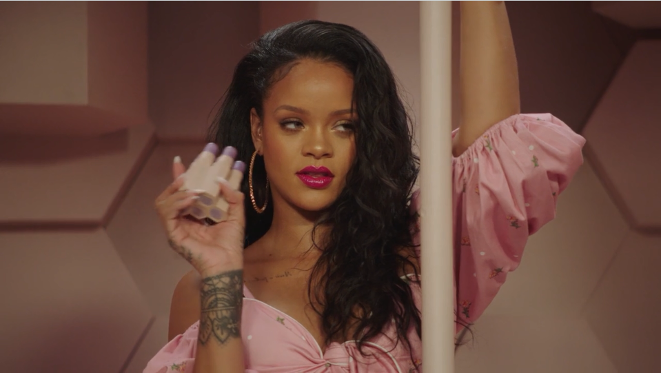 Some shoppers were more interested in Fenty's mirrored sidewalk ads than the actual store—and Rihanna caught it all on camera.