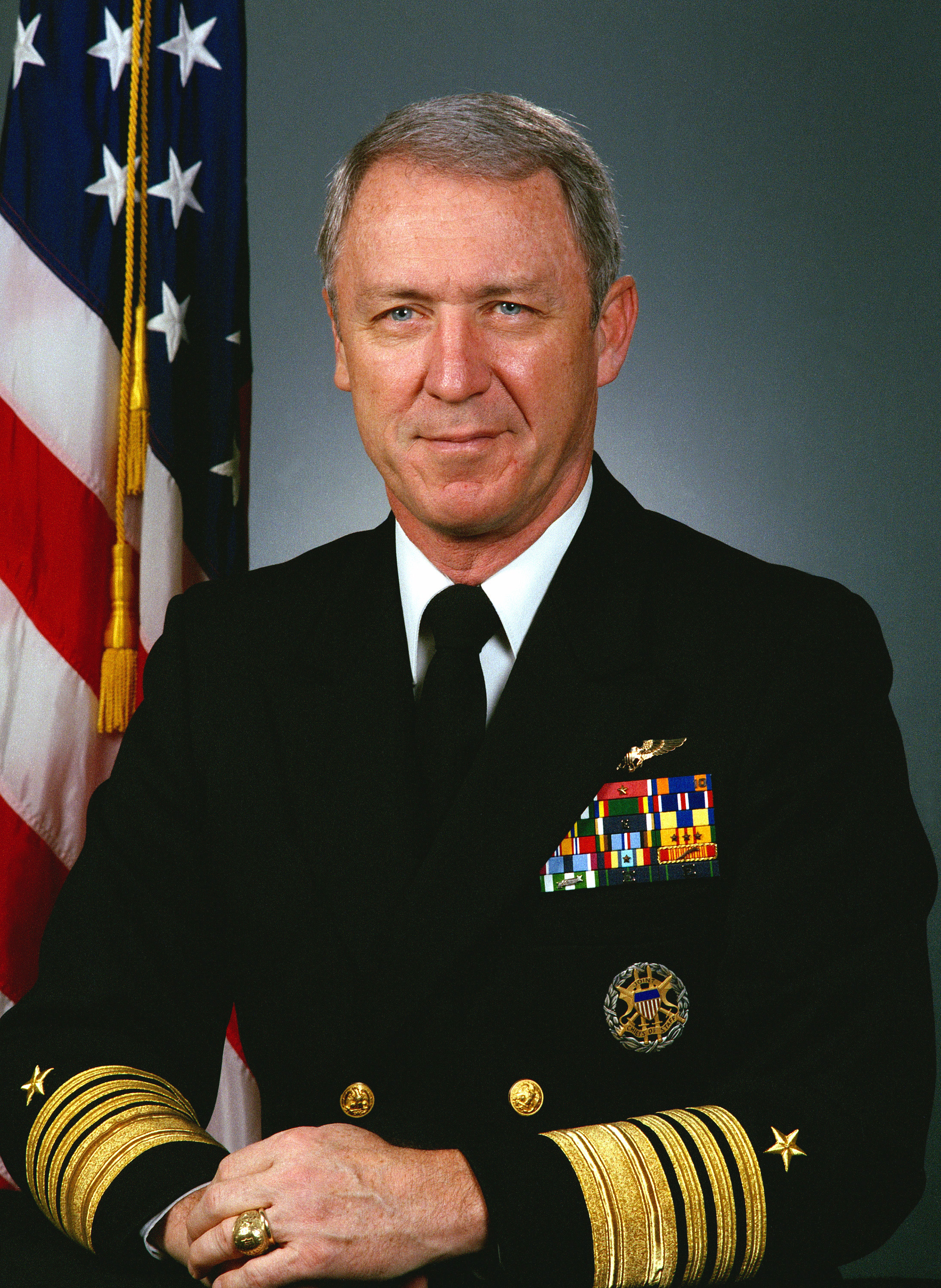 Robert J . Kelly