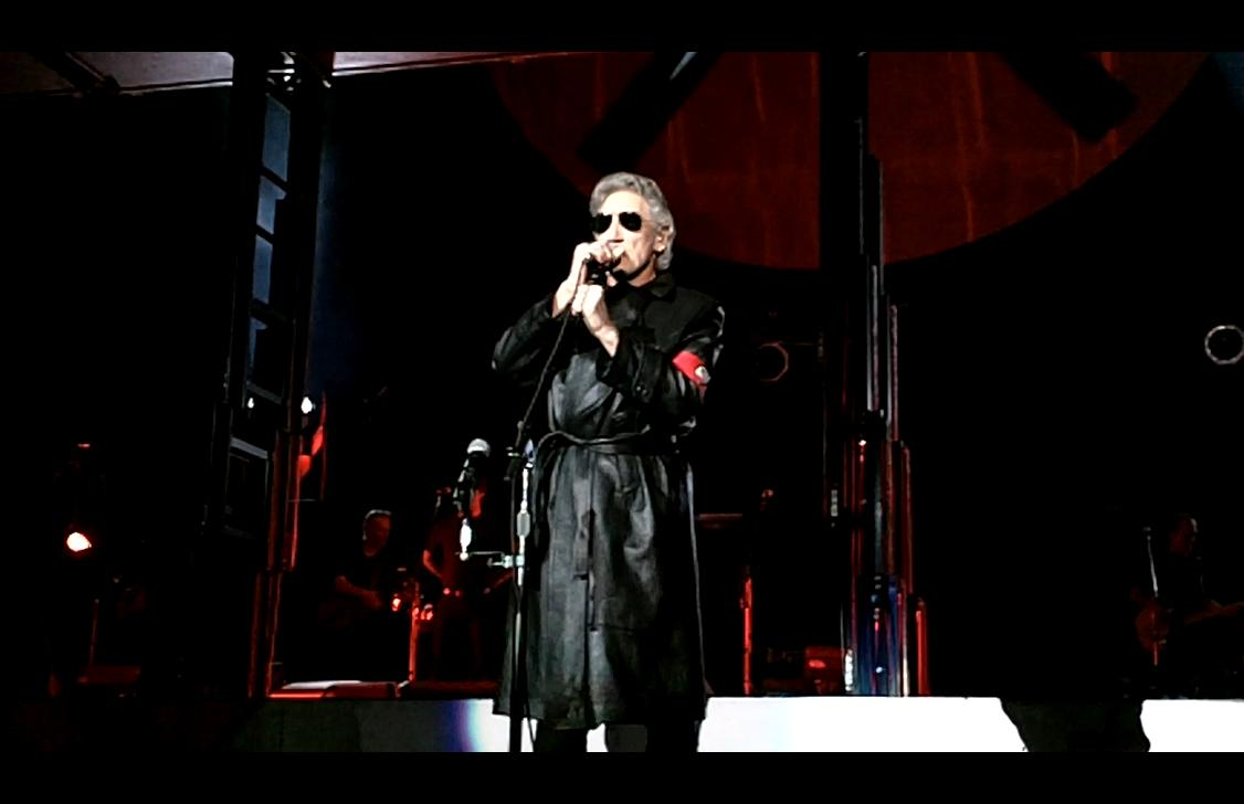 [Image: Roger_Waters_The_Wall_Live_Denver_3.jpeg]